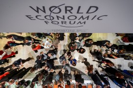 People share a lunch during the World Economic Forum (WEF) annual meeting on January 24, 2015 in Davos (FABRICE COFFRINI/AFP/Getty Images)
