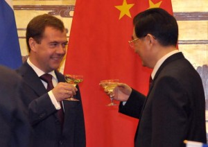 Russian President Dmitry Medvedev and Chinese President Hu Jintao toast