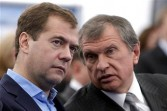 President Dmitry Medvedev speaks with Vice Premier Igor Sechin