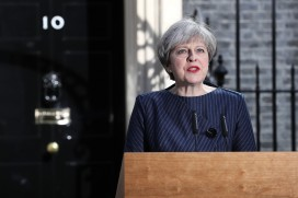 Theresa May announces she will seek a mandate with a general election