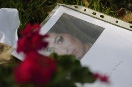 Image of tributes to Amy Winehouse