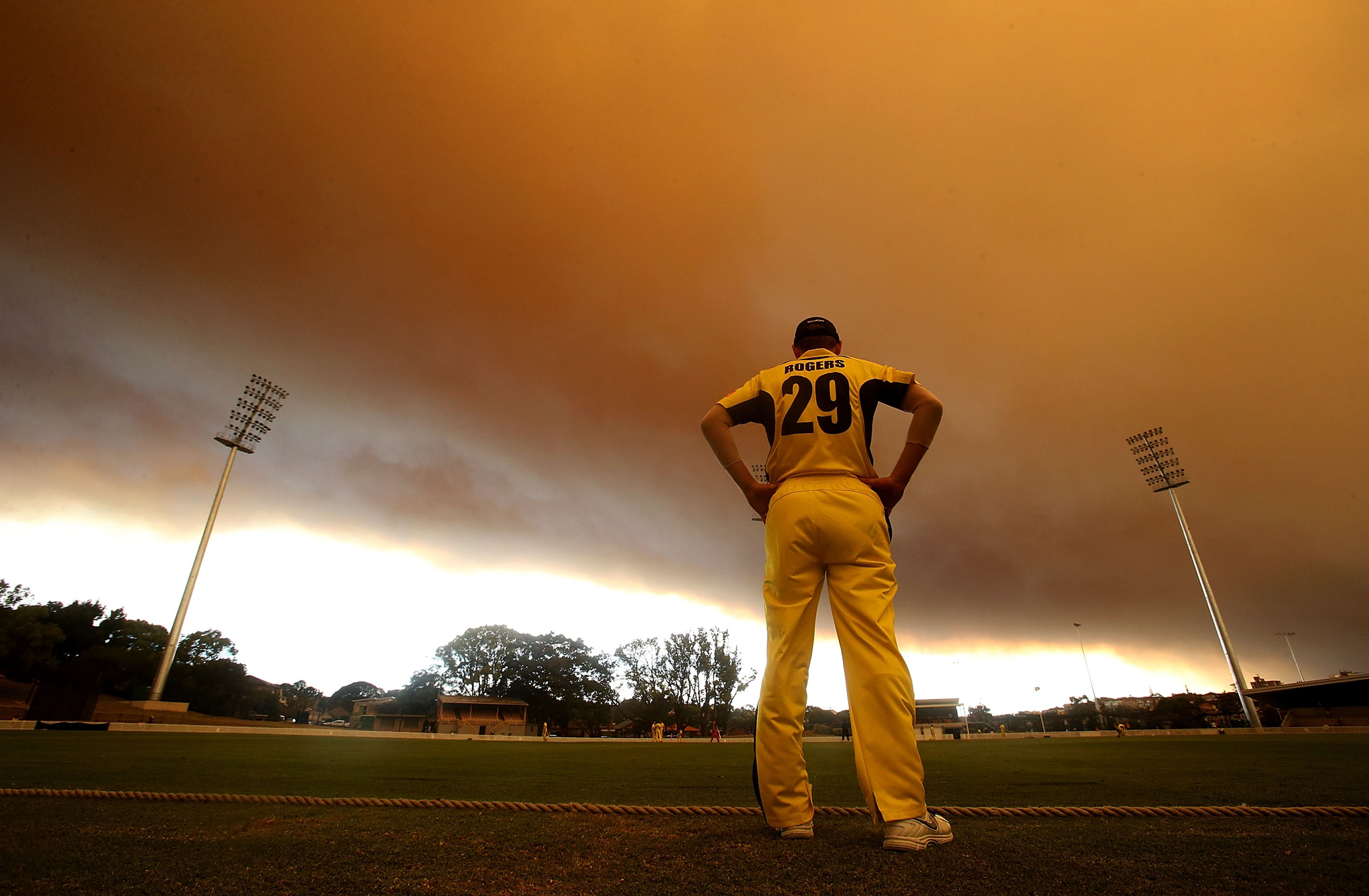 Sydney Shrouded In Smoke As Bushfires Rage Across NSW...SYDNEY, AUSTRALIA - OCTOBER 17:  A general view of play during the Ryobi Cup cricket match between the South Australian Redbacks and the Western Australia Warriors at Drummoyne Oval on October 17, 2013 in Sydney, Australia. Sydney is shrouded in a haze of smoke as brushfires rage in the western Sydney suburbs of Springwood, Winmalee and Lithgow.  (Photo by Mark Metcalfe/Getty Images)