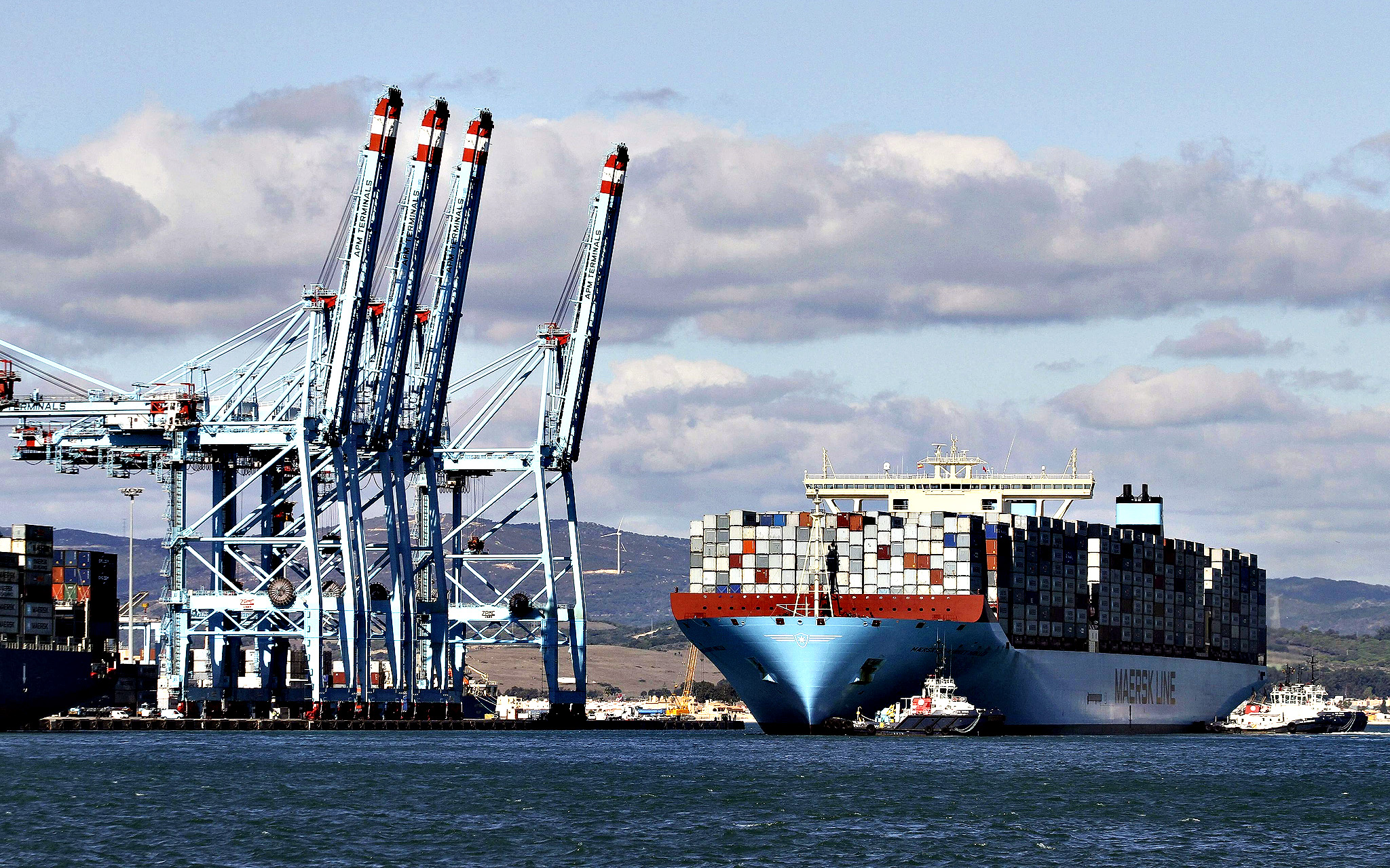 The world's biggest container ship, 'Maersk MacKinney Moller', arrives at Algeciras' harbour in Algeciras, Cadiz province, Andalusia, southern Spain, 05 November 2013. 'Maersk MacKinney Moller' made an operative stop at APM terminal in Algeciras port.