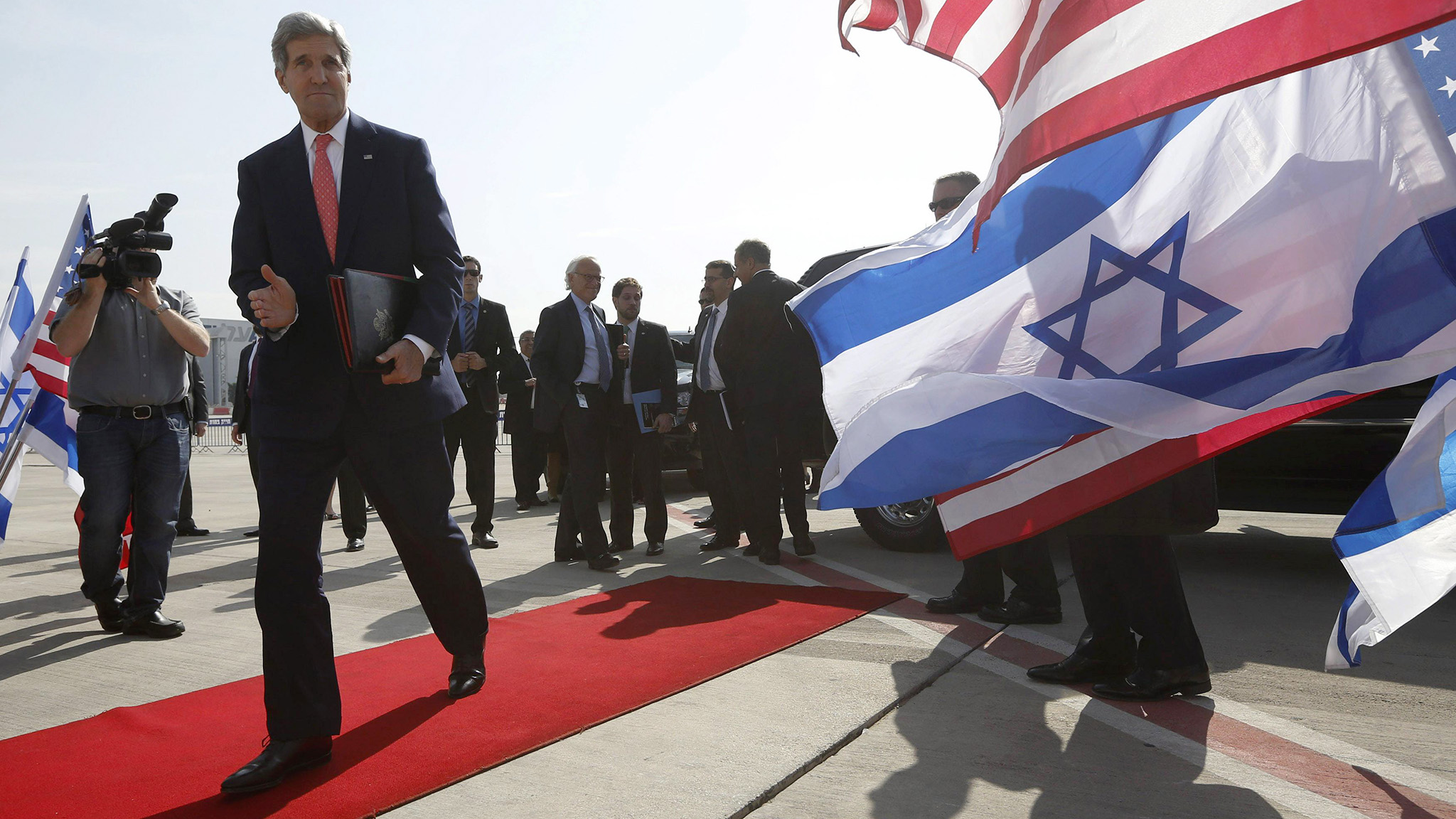 U.S. Secretary of State Kerry walks to his plane after a private meeting with Israeli PM Netanyahu in Tel Aviv