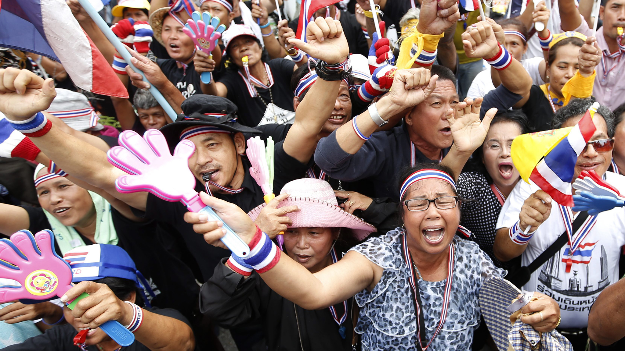 Tens of thousands of protesters attempt to paralyze Thai government