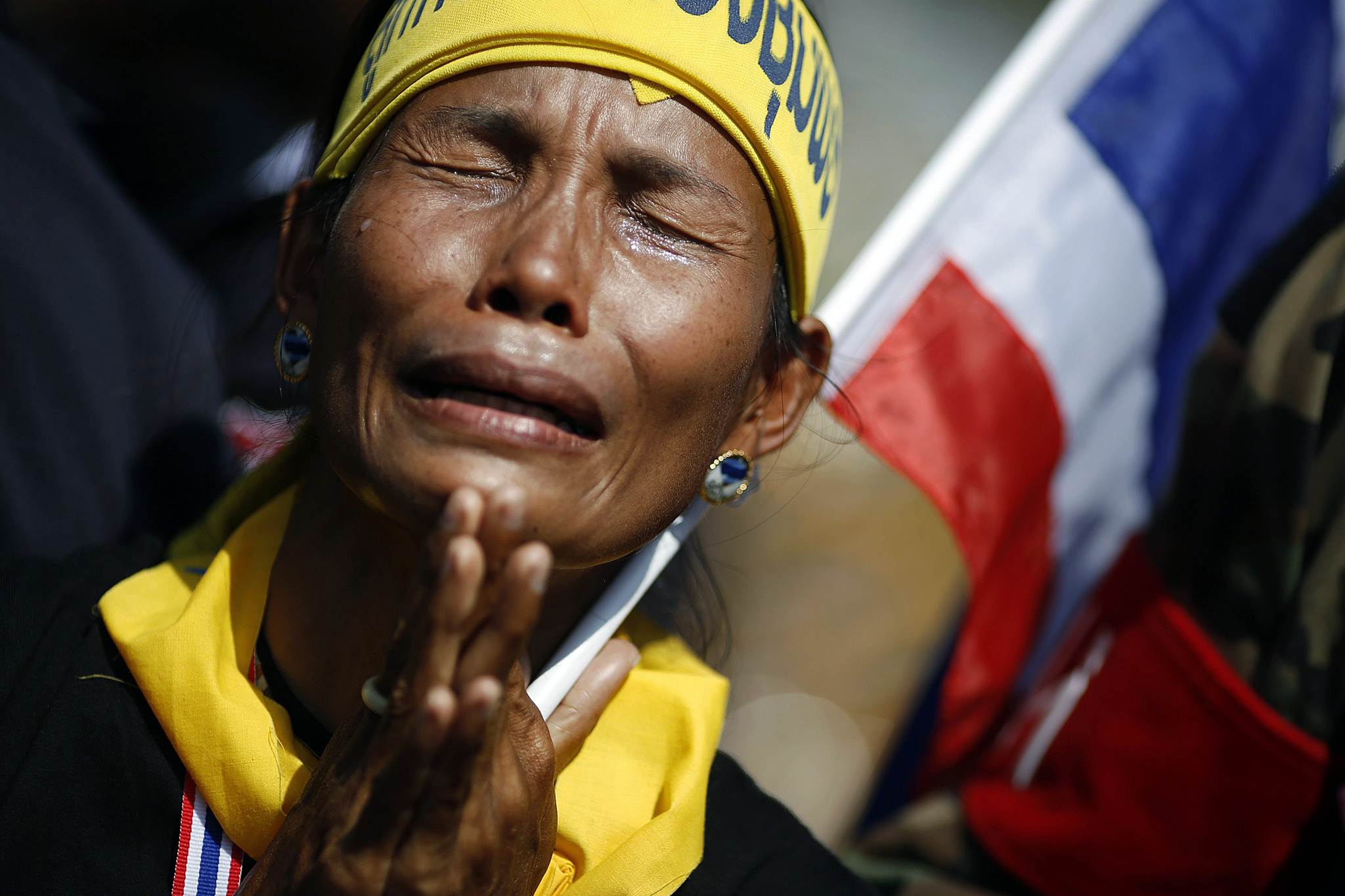 An anti-government protester cries as she joins others protesting outside the Defense Ministry in central Bangkok November 28, 2013. Thailand's embattled Prime Minister Yingluck Shinawatra breezed through a no-confidence vote in parliament on Thursday as confusion emerged over the goals of an anti-government protest movement massing at government offices.