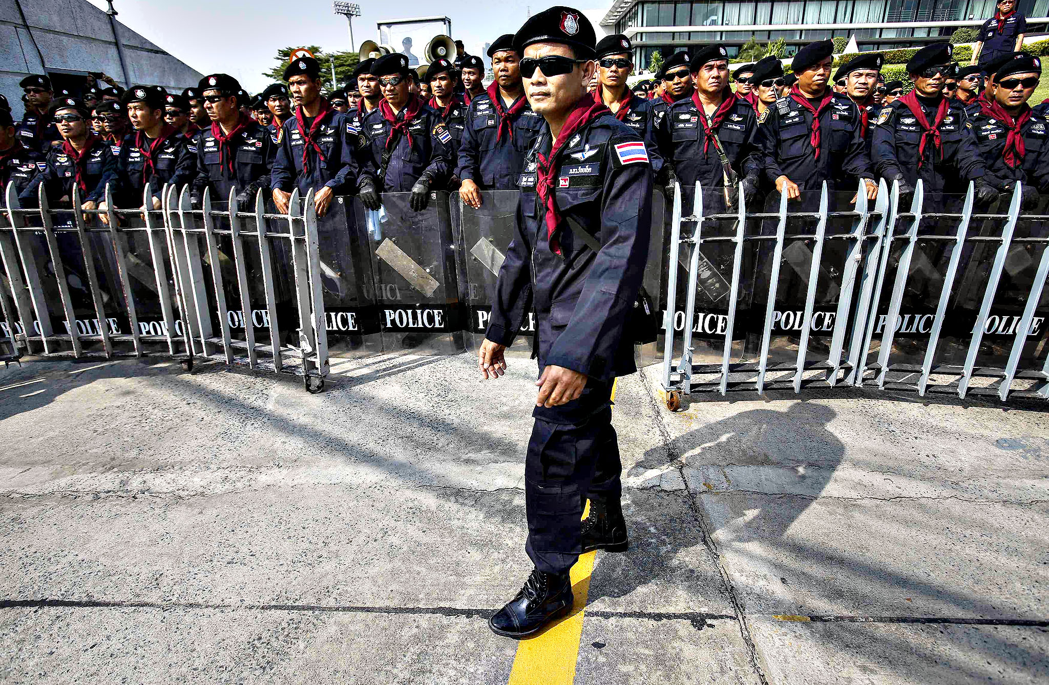 Riot policemen stand guard outside the Army Club where the Prime Minister Yingluck Shinawatra held her cabinet meeting in Bangkok December 10, 2013. Yingluck pleaded on Tuesday for anti-government demonstrators to clear the streets and support a snap election, but defiant protest leaders called for her to step down within 24 hours.