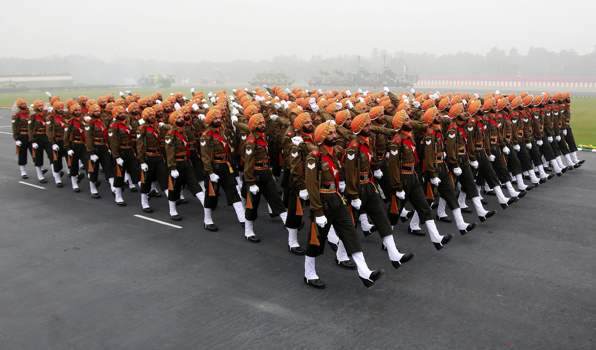 Indian Army Day in New Delhi...epa04022054 Indian army personnel march during a function celebrating the Indian Army Day in New Delhi, India, 15 January 2014. The Indian Army commemorated its foundation day by paying homage to martyred soldiers. The army chief took the salute at a parade and also presented Medals for gallantry and unit citations.