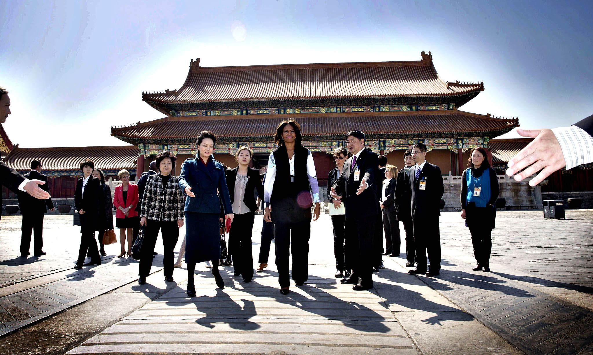 US First Lady Michelle Obama (C) and Peng Liyuan, wife of Chinese President Xi Jinping are escorted by officials as they visit the Forbidden City in Beijing on March 21, 2014.  Michelle Obama arrived in Beijing with her mother and daughters to kick off a seven-day, three-city tour where she will focus on education and cultural exchange.