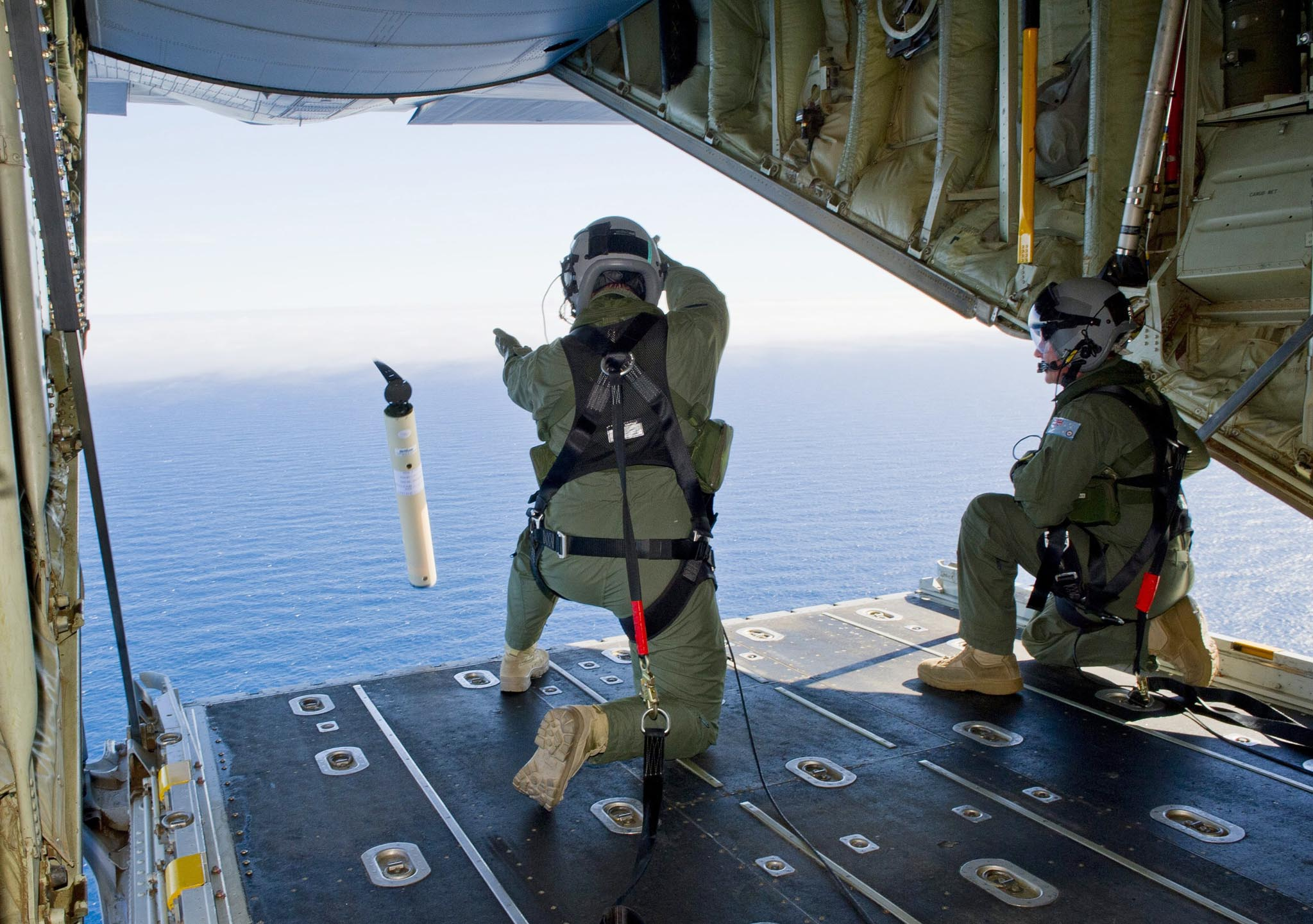 RAAF searches Indian Ocean for MH370