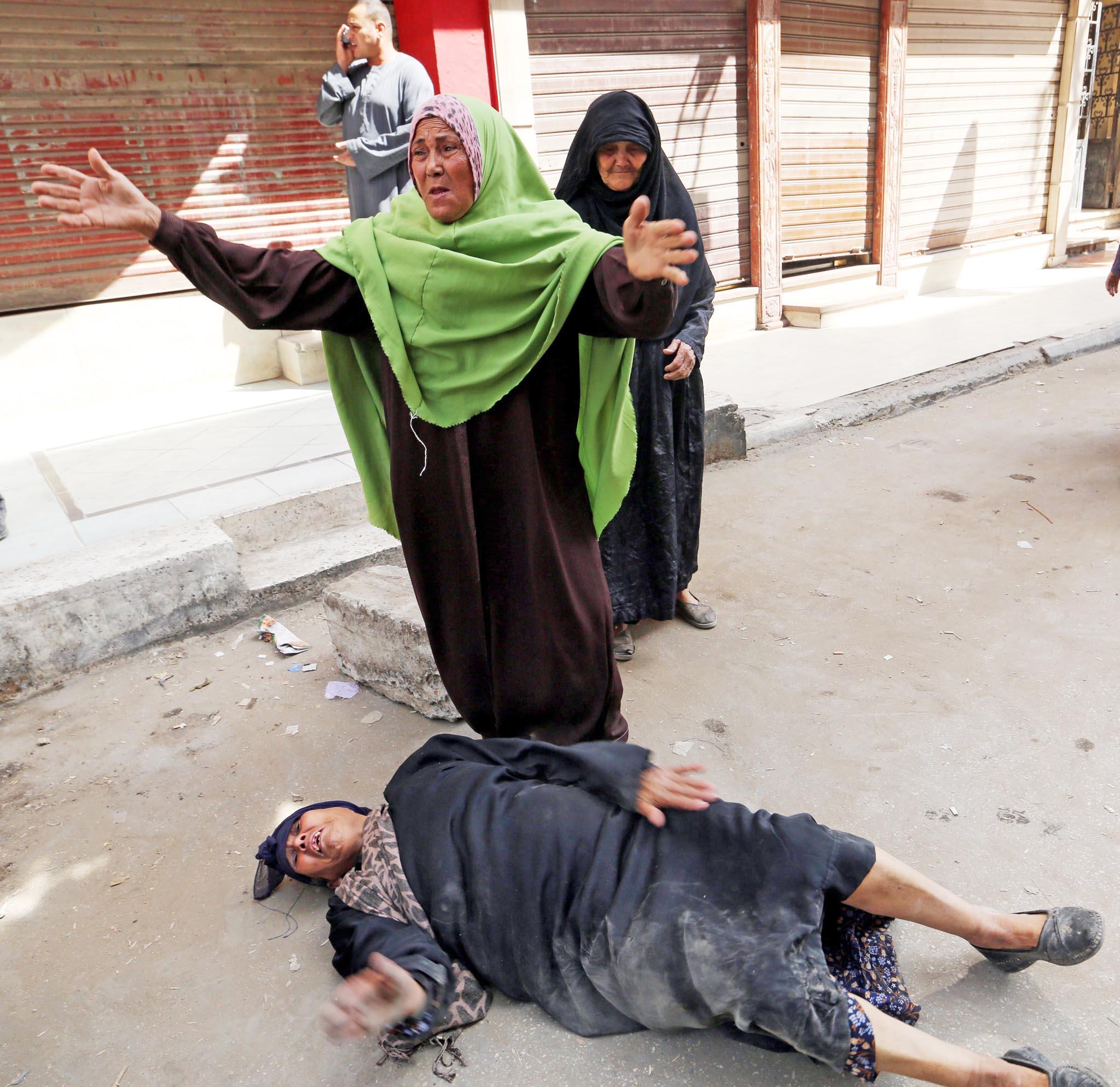 Egypt sentences to death 683, including Muslim Brotherhood leader