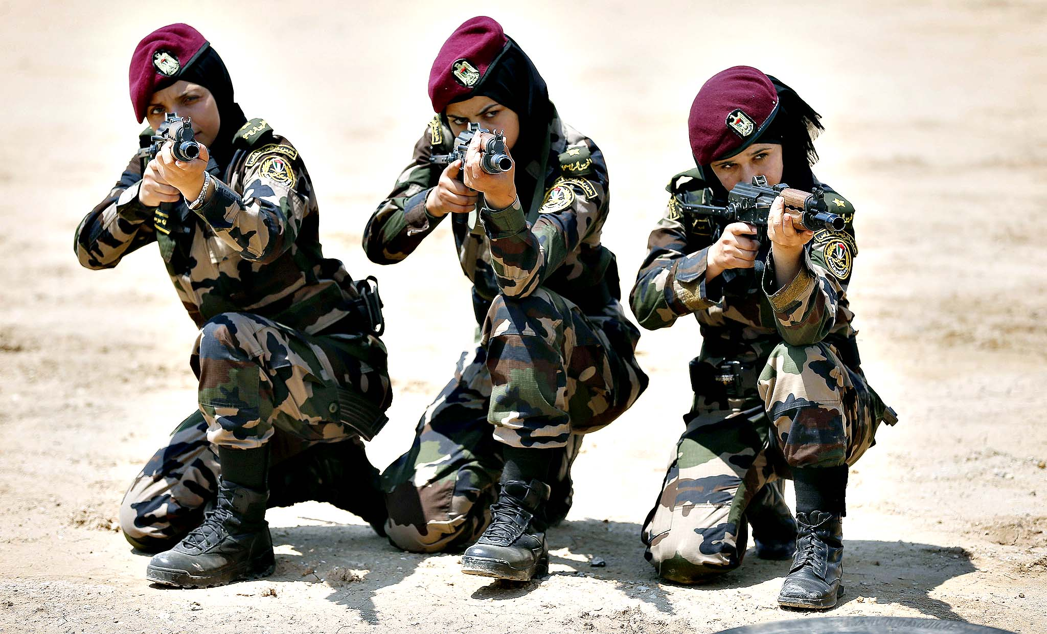 Female members of the Palestinian presidential guard take part in a training session given by French GIGN gendarme in the West Bank city of Jericho, on May 12, 2014.