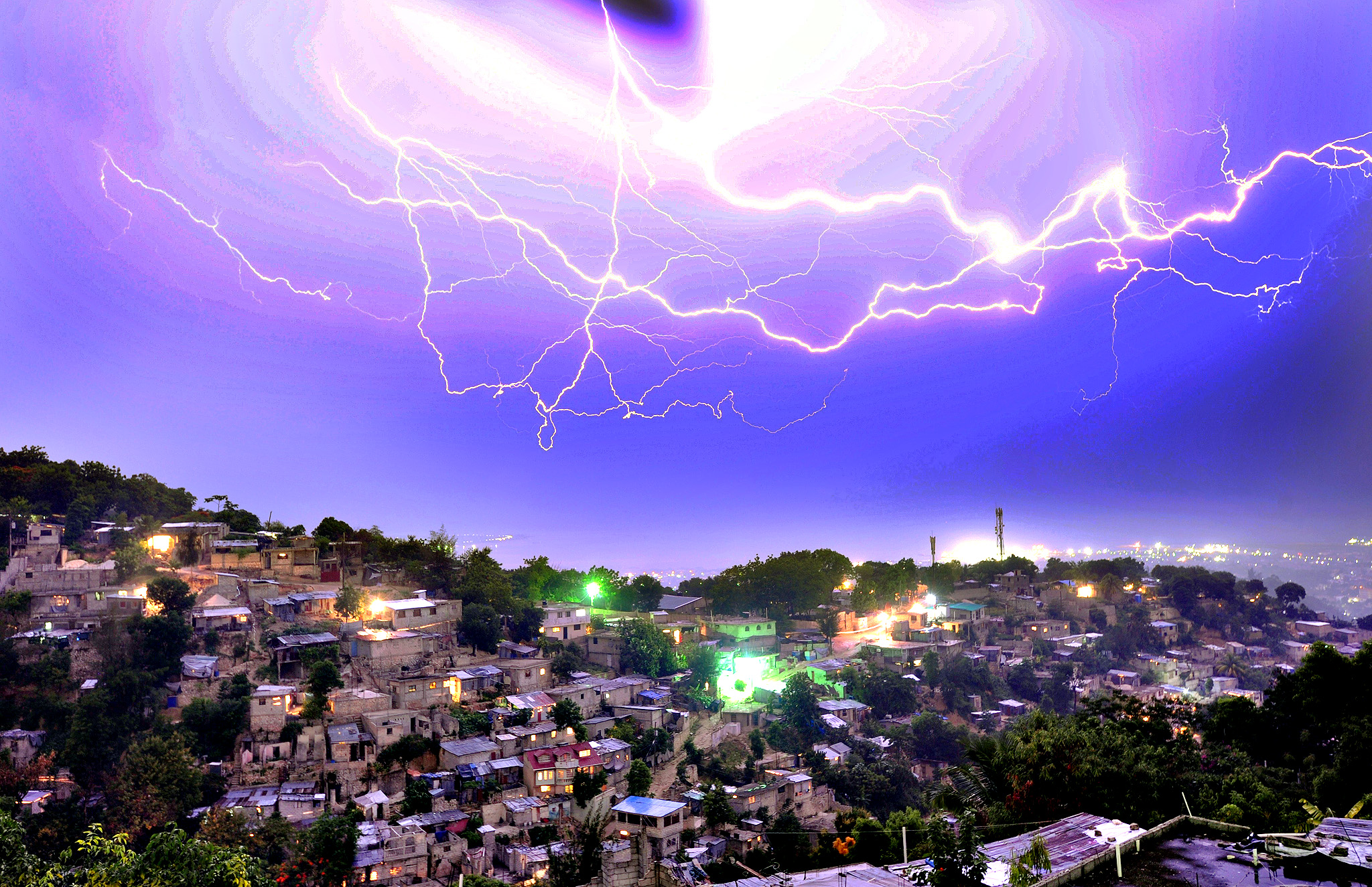 Lightning strikes during an evening thunderstorm on May 29, 2014 in the Haitian capital Port-au-Prince.