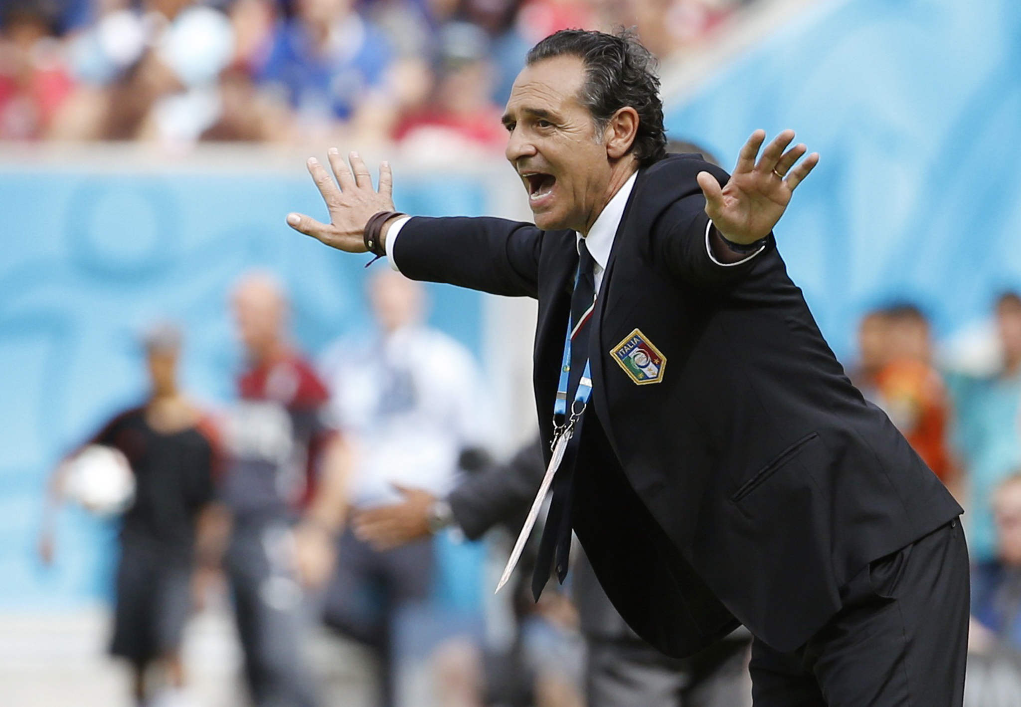 Italy's coach Cesare Prandelli shouts during the 2014 World Cup Group D soccer match between Italy and Costa Rica at the Pernambuco arena...Italy's coach Cesare Prandelli shouts during the 2014 World Cup Group D soccer match between Italy and Costa Rica at the Pernambuco arena in Recife June 20, 2014.