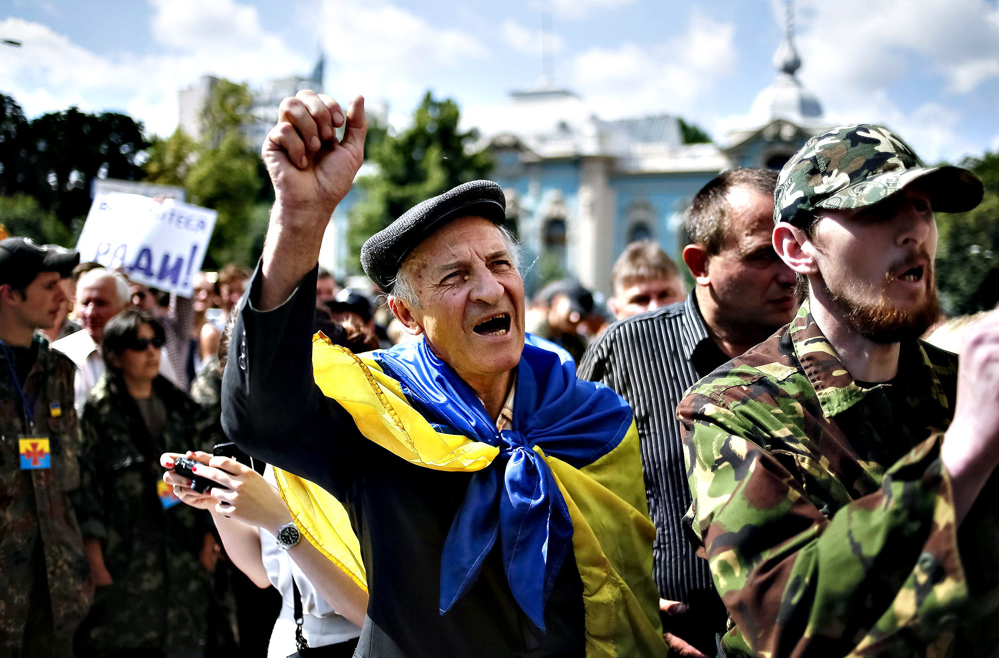 People take part in a rally to press demands for parliament to be dissolved and early elections outside the assembly in Kiev June 17, 2014.