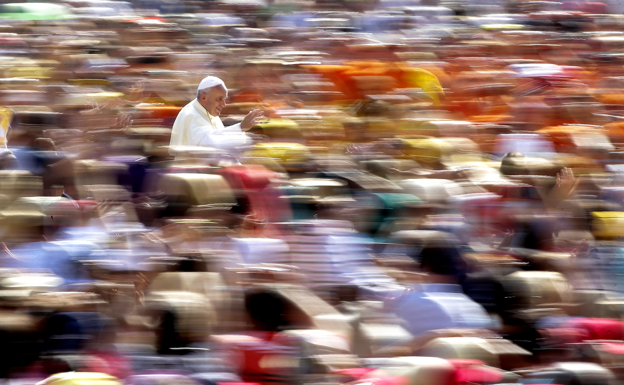 Pope Francis waves as he arrives to lead his weekly audience in Saint Peter's Square at the Vatican...Pope Francis waves as he arrives to lead his weekly audience in Saint Peter's Square at the Vatican August 27, 2014.  REUTERS/Max Rossi
