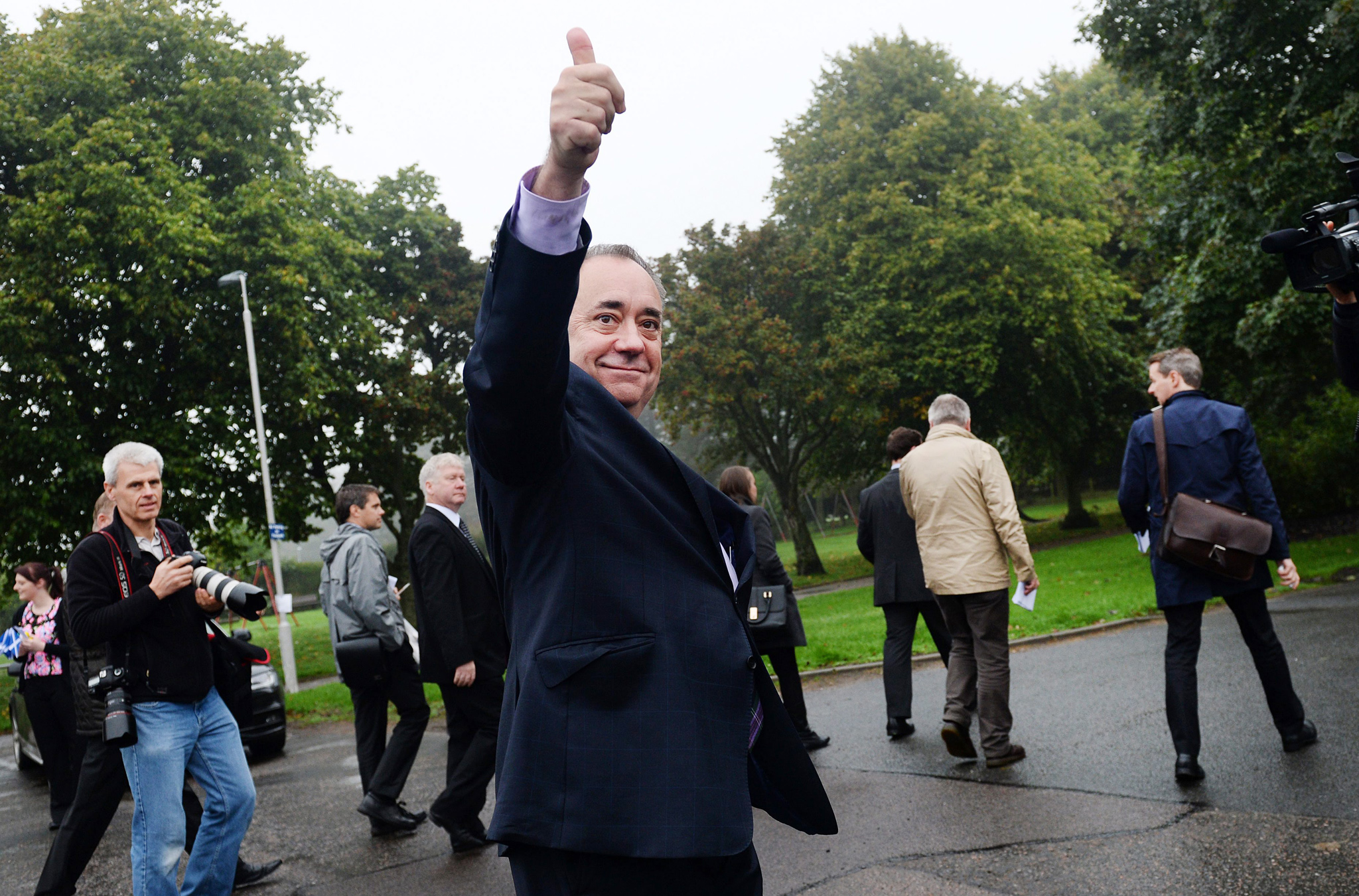 Scots turn out to vote in Scottish referendum...epa04405147 Scottish First Minister Alex Salmond gives the thumbs up after voting in the Scottish referendum in Aberdeenshire, Scotland, 18 September 2014. Scots are turning out across Scotland to vote in the Scottish referendum.  Polls opened early in Scotland, with voters set to decide whether or not to end more than 300 years of union with the rest of the United Kingdom. Almost 4.3 million people have registered to vote across 32 different localities in the referendum, making it the largest-ever recorded electorate in Scotland. Turnout is expected to be high.  EPA/ANDY RAIN