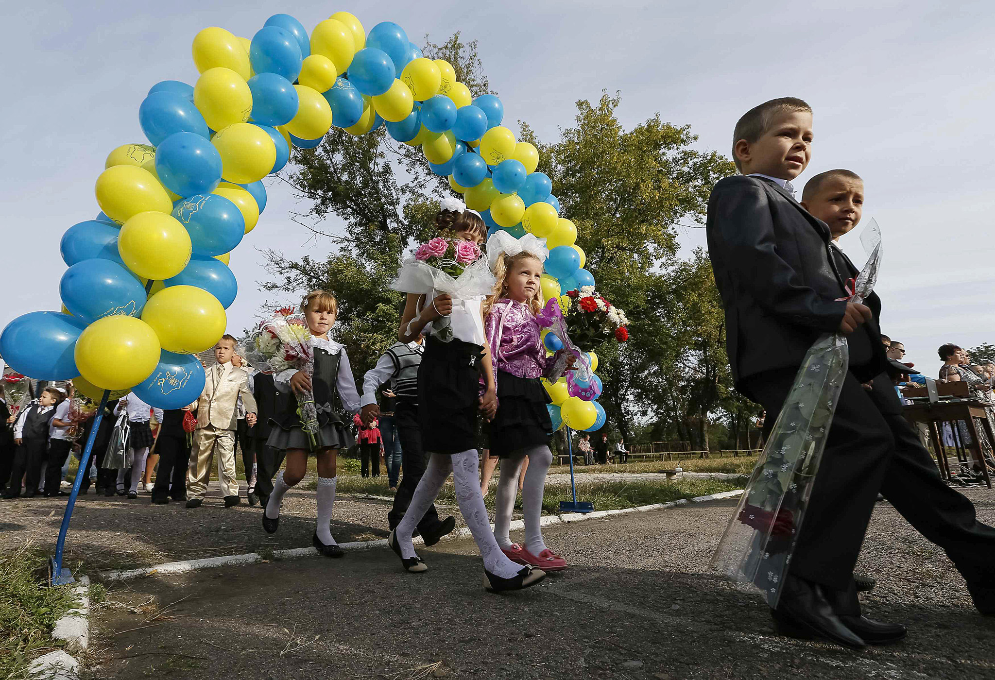 First graders take part in a festive ceremony to mark the start of another school year in Slaviansk...First graders take part in a festive ceremony to mark the start of another school year in Slaviansk, September 1, 2014. September 1 marks the start of a new academic year for students in Ukraine.   REUTERS/Gleb Garanich  (UKRAINE - Tags: EDUCATION SOCIETY)