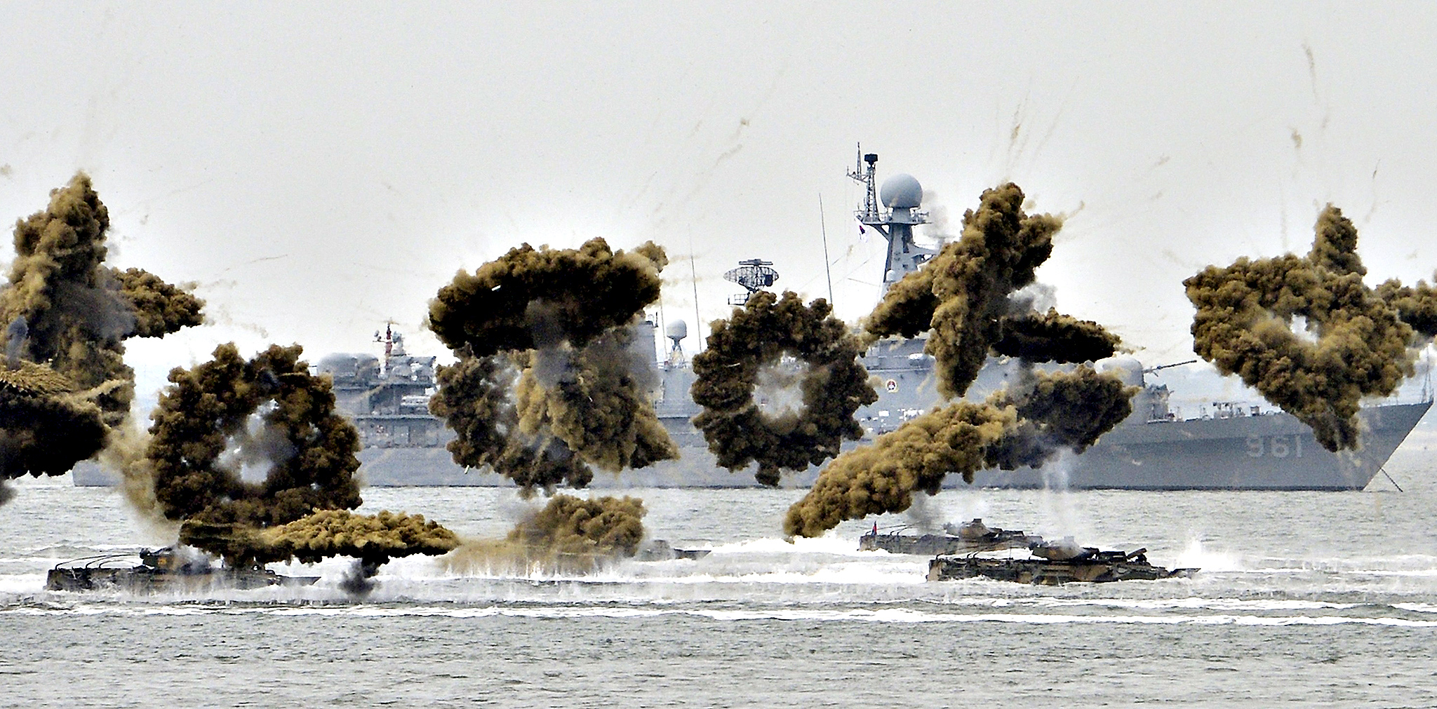 South Korean Marine Corps' amphibious vehicles take part in a ceremony to mark the 64th anniversary of Incheon Landing Operations conducted by the U.S.-led United Nations troop during the 1950-1953 Korean War, in the sea off Incheon, September 15, 2014.