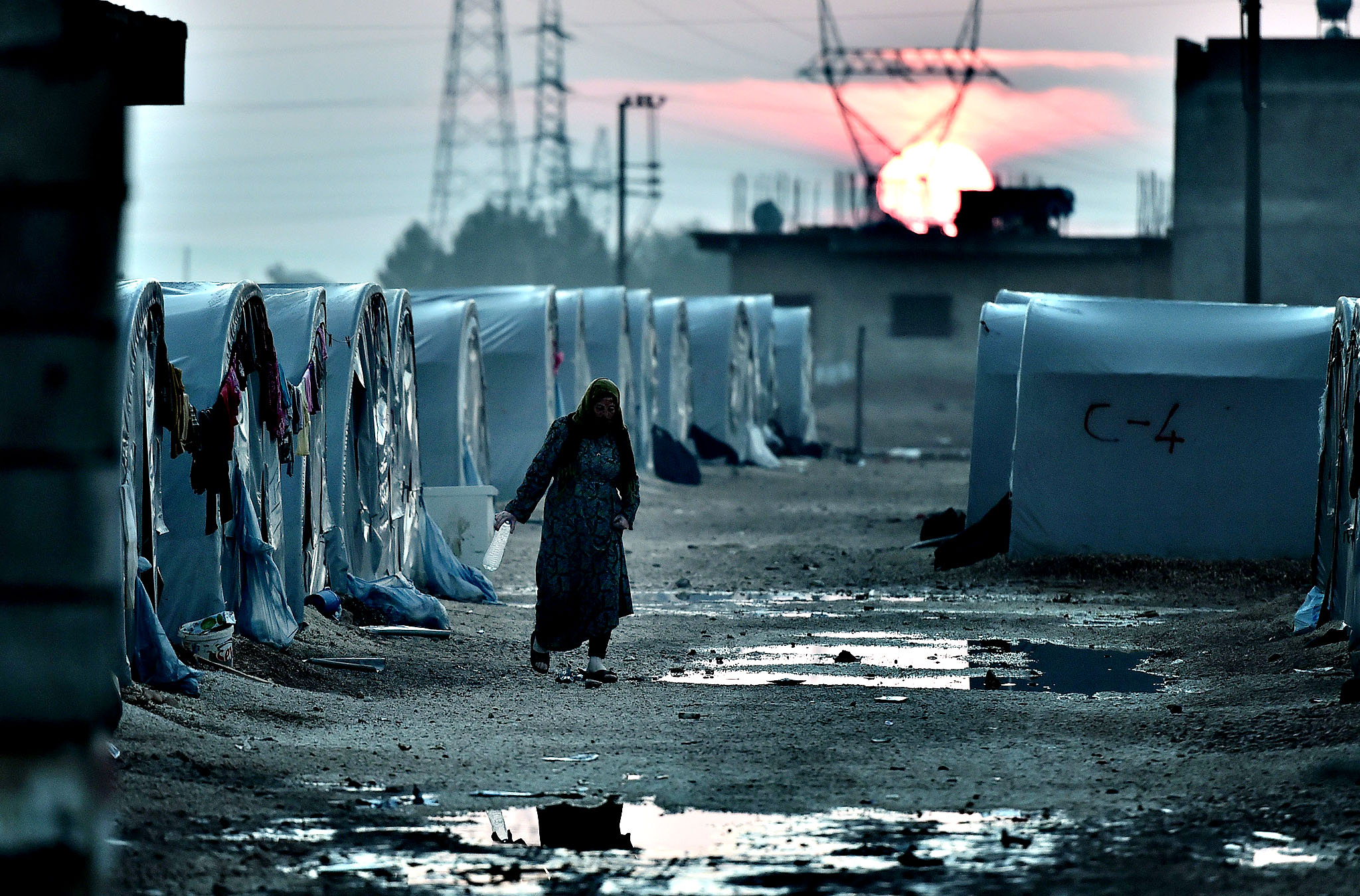 A Syrian Kurdish woman walks in a refugee camp in the town of Suruc, Sanliurfa province, on October 17, 2014. Kurdish rebels have been infuriated by the lack of action by Turkey against Islamic State (IS) jihadists trying to take the mainly Kurdish town of Kobane just across the Syrian border.