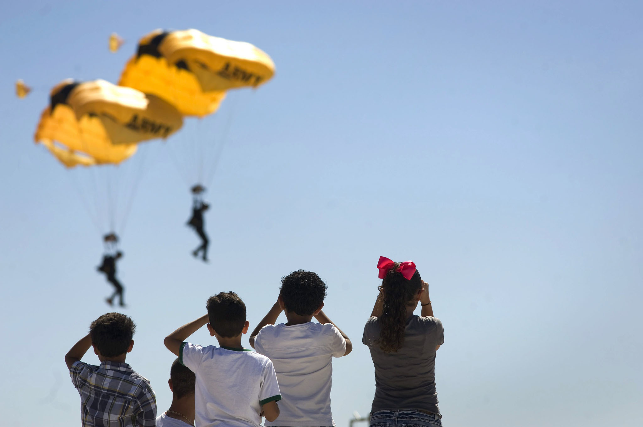 Miramar Air Show in San Diego, California...epaselect epa04434113 Children watch a US Army parachute demonstration team at the Miramar Air Show, one of the largest military air shows in the world, in San Diego, California, USA, 05 October 2014.  EPA/DAVID MAUNG