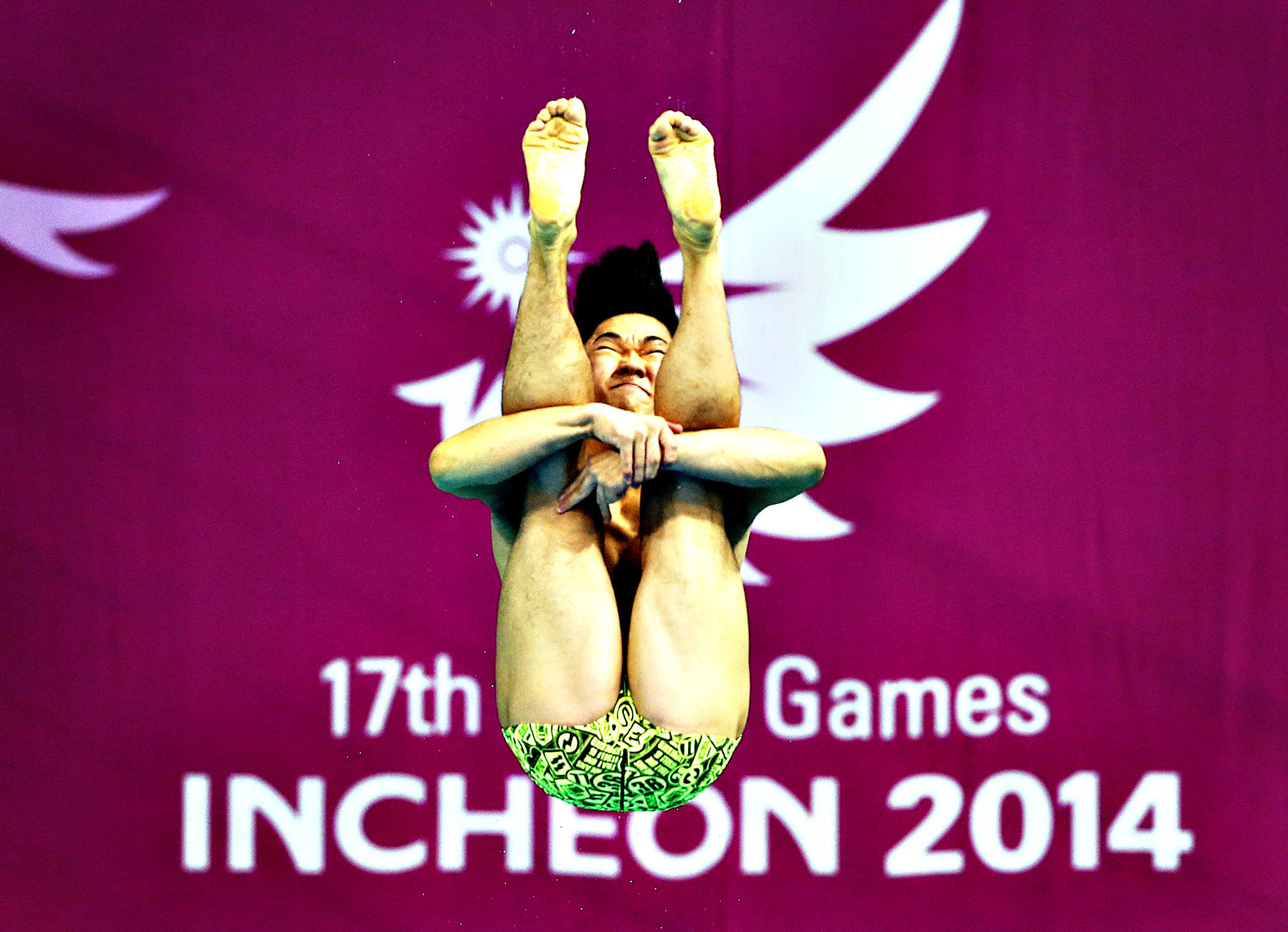 South Korea's Kim Yeongnam competes in the Men's 1m Springboard diving final at the Munhak Park Tae-hwan Aquatics Center during the 17th Asian Games in Incheon October 1, 2014.