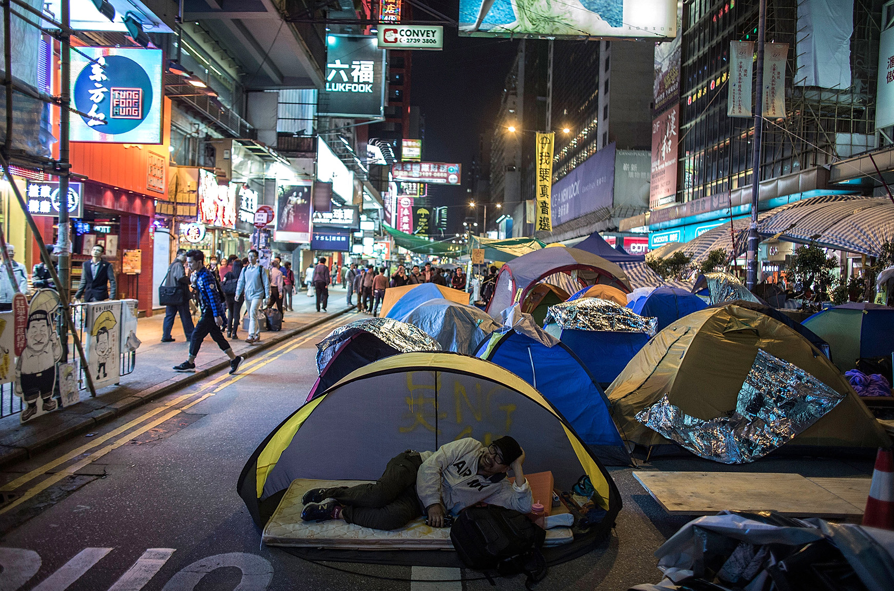 Police & Bailiffs Move In To Clear Hong Kong Protest Sites After Seven Weeks of Demonstrations
