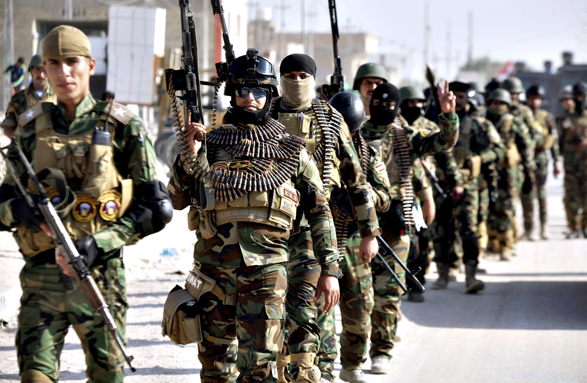 Iraqi security forces march on the outskirts of Najaf, south of Baghdad November 19, 2014.