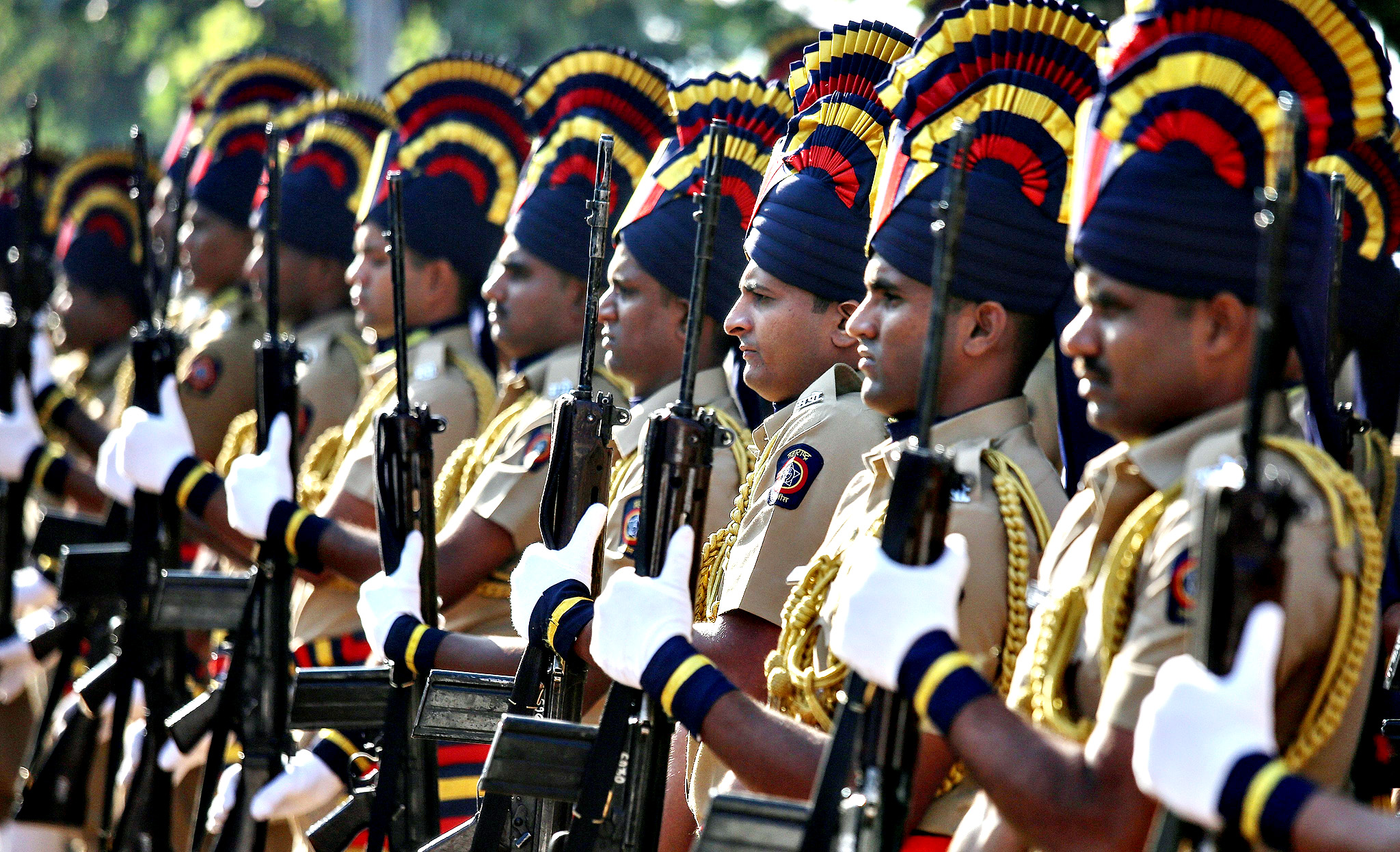 Indian police personnel pay tribute at the memorial built in memory of victims killed in Mumbai terror attacks, on the sixth anniversay, in Mumbai, India, 26 November 2014. More than 160 people, including 26 foreign nationals, died in the three-day attack on Mumbai on 26 November 2008 by 10 gunmen, nine of whom were killed by security forces.