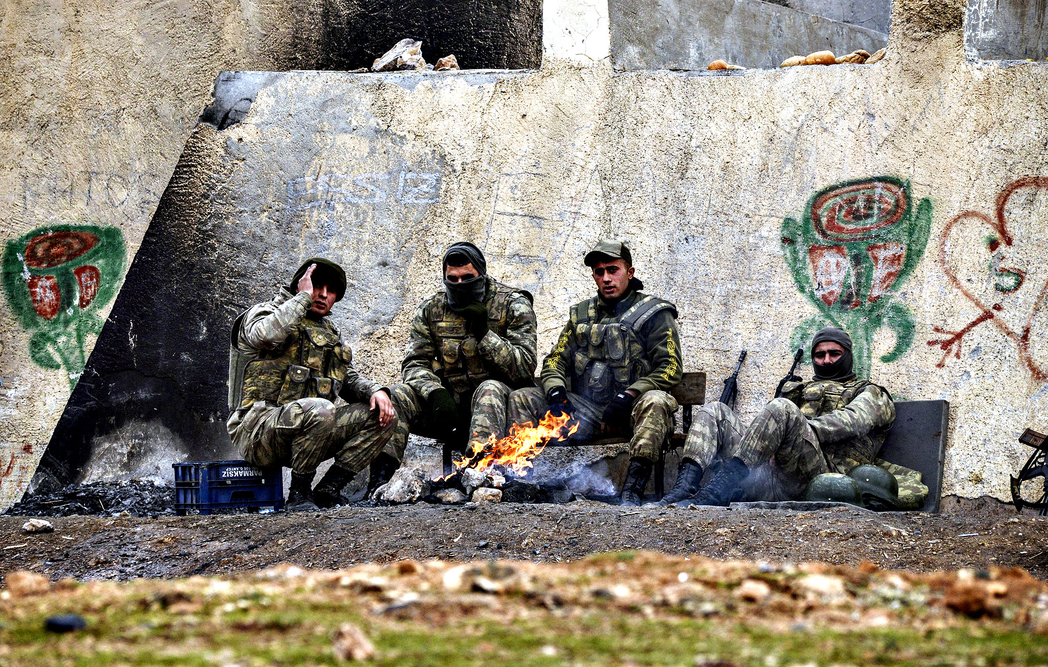 Turkish soldiers gather around a bonfire in Mursitpinar in the Sanliurfa province near the border with Syria on Monday. Islamic State group jihadists battling for control of the Syrian town of Kobane (Ain al-Arab) suffered some of their heaviest losses yet in 24 hours of clashes and US-led air strikes, monitors said. At least 50 jihadists were killed in the embattled border town in suicide bombings, clashes with Kobane's Kurdish defenders and air strikes, the Syrian Observatory for Human Rights said.