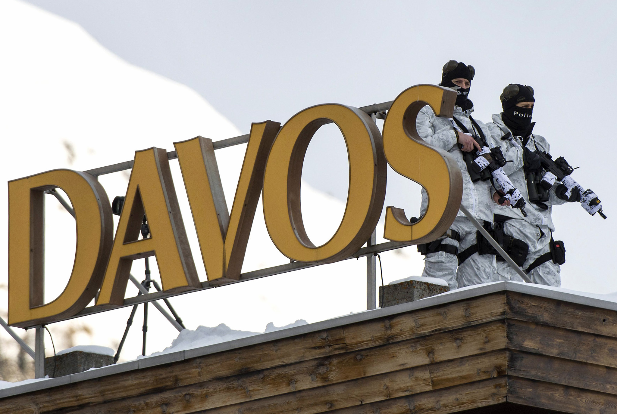 World Economic Forum in Davos...epa04570446 Members of Swiss special police forces stand on the roof of the Kongress Hotel next to the Congress Center, on the eve of the opening of the 45th Annual Meeting of the World Economic Forum, WEF, in Davos, Switzerland, 20 January  2015. The overarching theme of the meeting, which will take place from 21 to 24 January, is 'The New Global Context'.  EPA/JEAN-CHRISTOPHE BOTT