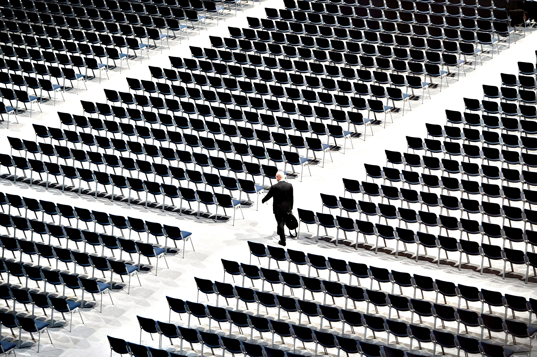 A man walks through the still empty rows of chairs before the beginning of the annual general meeting of Siemens AG in Munich, Germany, 27 January 2015.