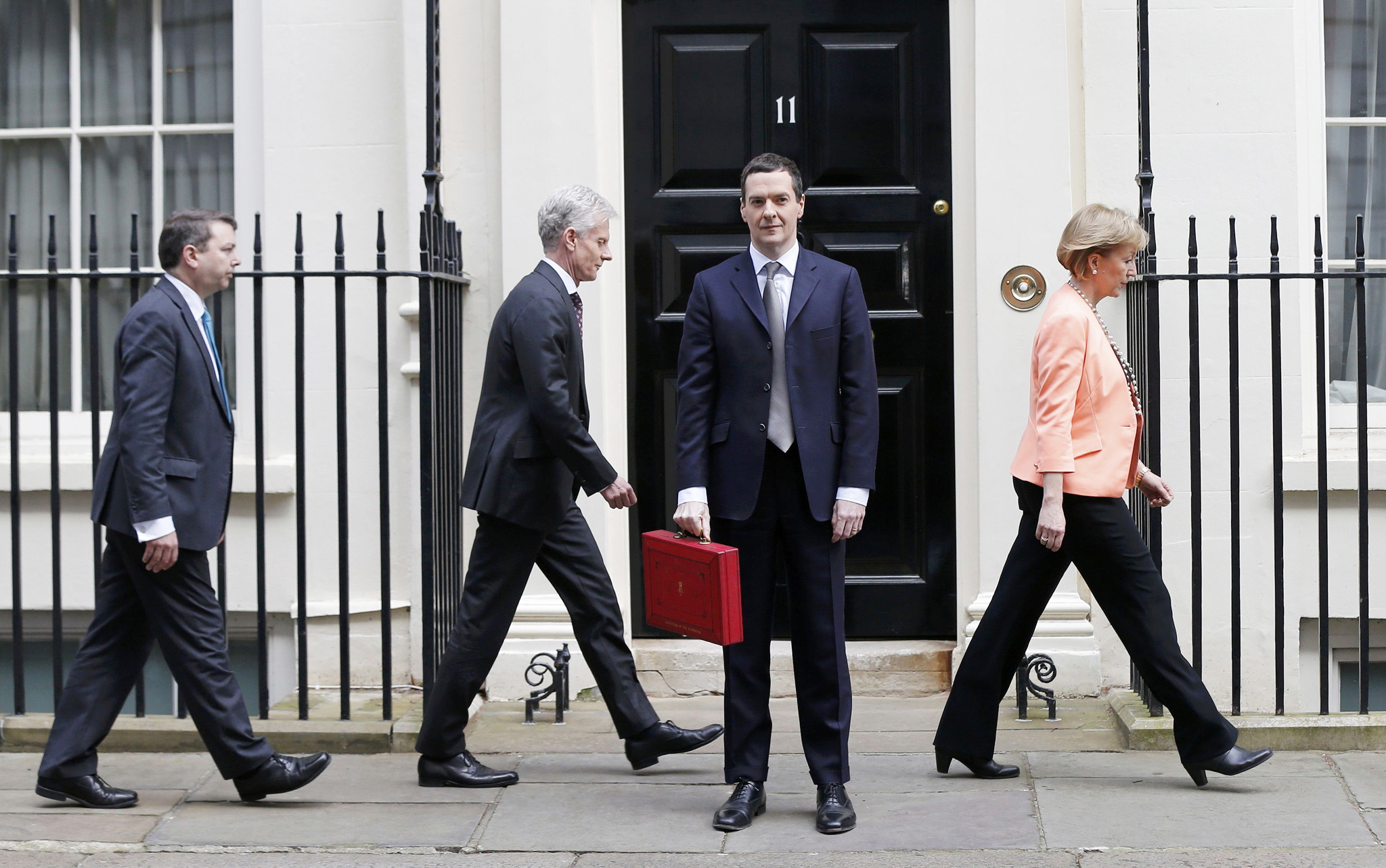 Britain's Chancellor of the Exchequer, George Osborne, holds up his budget case for the cameras as he stands outside number 11 Downing Street in central London...Britain's Chancellor of the Exchequer, George Osborne, holds up his budget case for the cameras as he stands with his Treasury team outside number 11 Downing Street, before delivering his budget to the House of Commons, in central London March 18, 2015.   REUTERS/Suzanne Plunkett (BRITAIN  - Tags: BUSINESS POLITICS TPX IMAGES OF THE DAY)