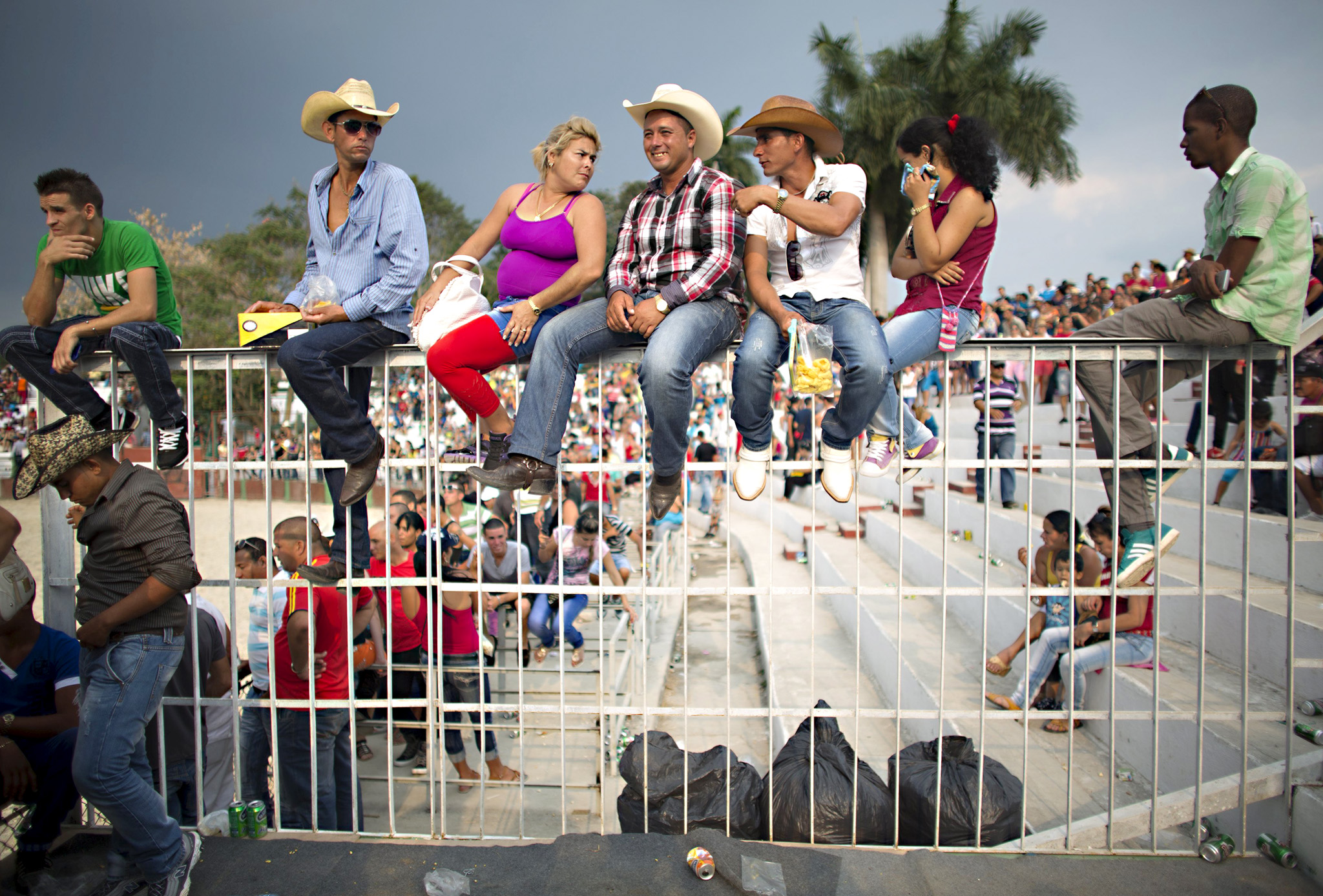 People react as they watch a rodeo show at the International Livestock Fair in Havana March 21, 2015. Picture taken March 21. REUTERS/Alexandre Meneghini