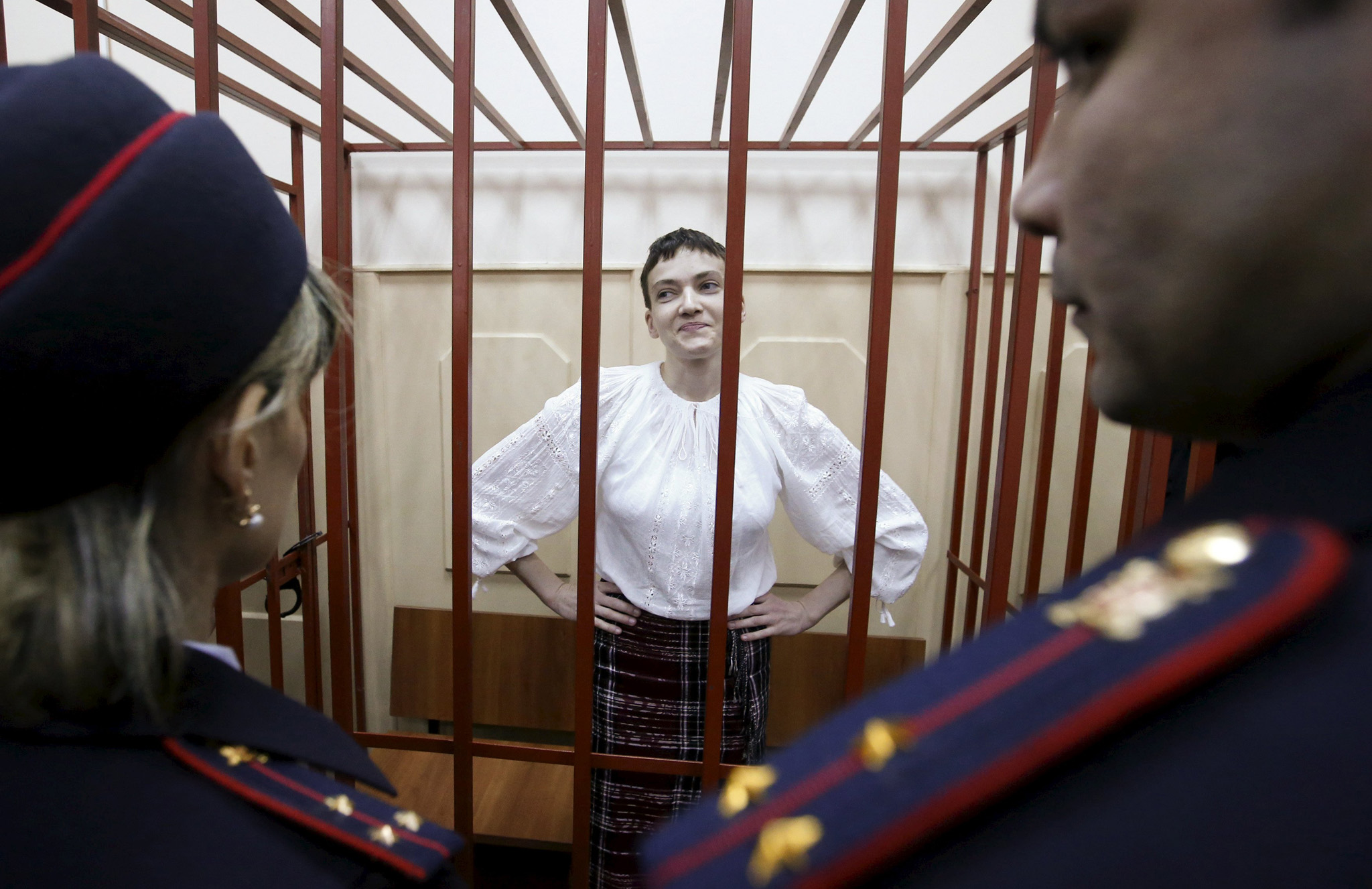 Ukrainian military pilot Nadezhda Savchenko stands inside a defendants' cage as she attends a court hearing in Moscow April 17, 2015. Pro-Russian separatists battling Kiev's forces captured Savchenko last June and handed her over to Moscow, where she is being held on charges of aiding the killing of two Russian journalists in eastern Ukraine
