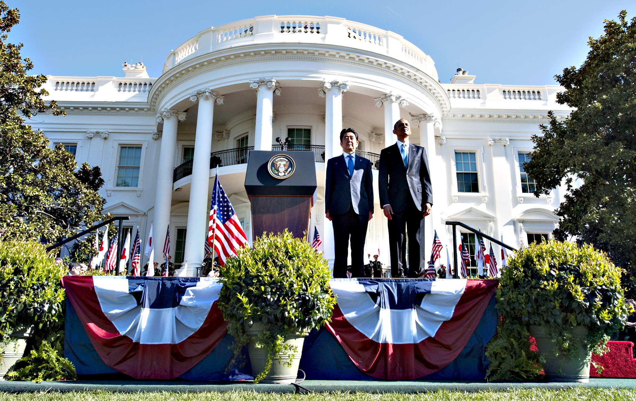 US President Barack Obama and Japanese Prime Minister Shinzo Abe attend official welcoming ceremonies on the South Lawn of the White House in Washington, DC, April 28, 2015.