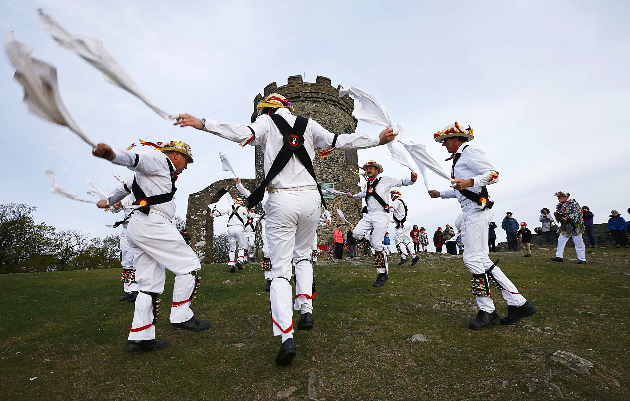 Leicester Morrismen dance during May Day celebrations at Bradgate Park in Newtown Linford...Leicester Morrismen dance during May Day celebrations at Bradgate Park in Newtown Linford, Britain May 1, 2015. The May Day Morris celebration is a traditional rite thought to be connected to changing seasons and fertility.  REUTERS/Darren Staples