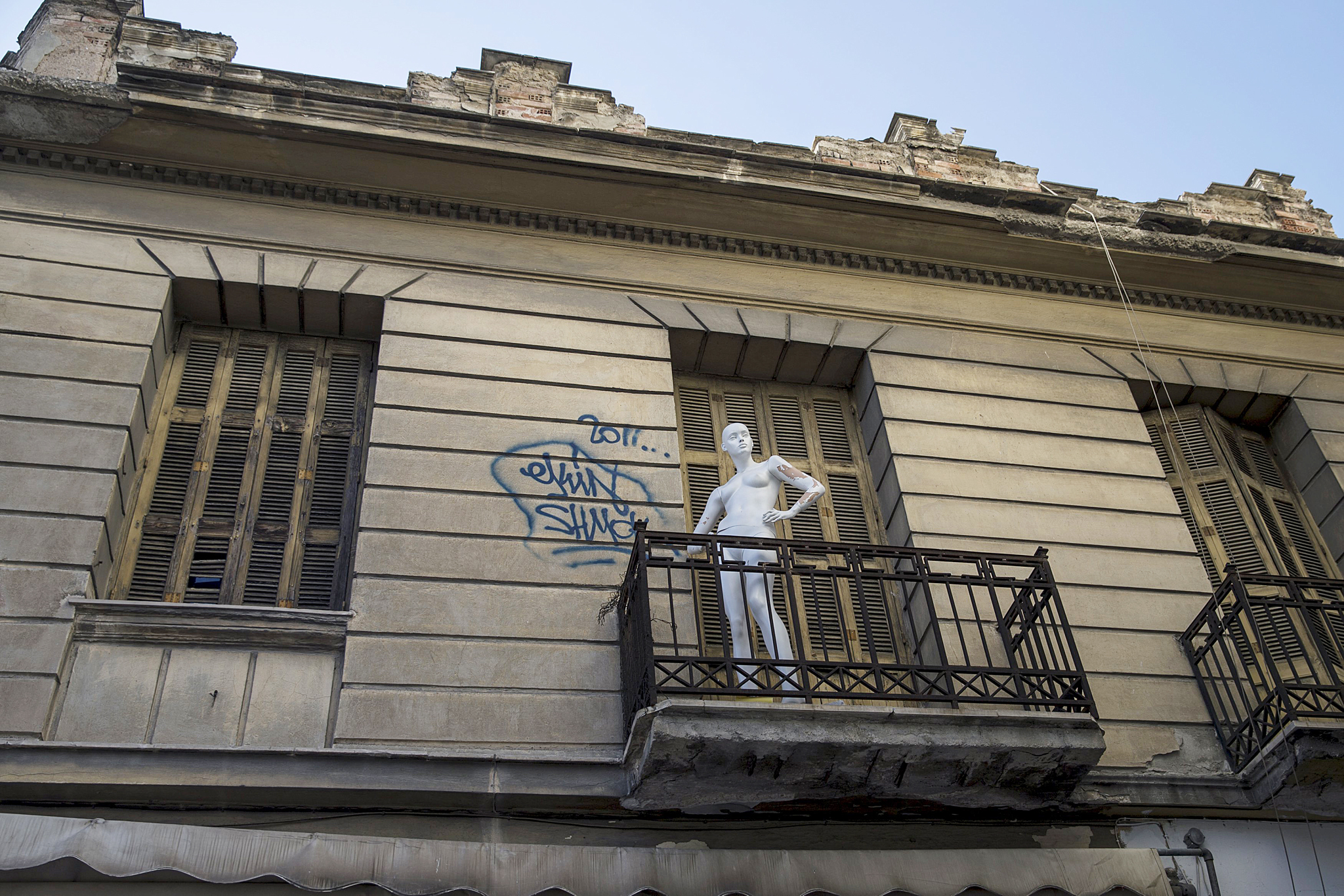 A mannequin is seen on balcony of an old building in Athens...A mannequin is seen on balcony of an old building in Athens, Greece, June 24, 2015. International creditors demanded sweeping changes to Greek Prime Minister Alexis Tsipras' tax and reform proposals on Wednesday, adding fresh uncertainty to talks aimed at unlocking aid to avert a debt default next week. REUTERS/Marko Djurica      TPX IMAGES OF THE DAY