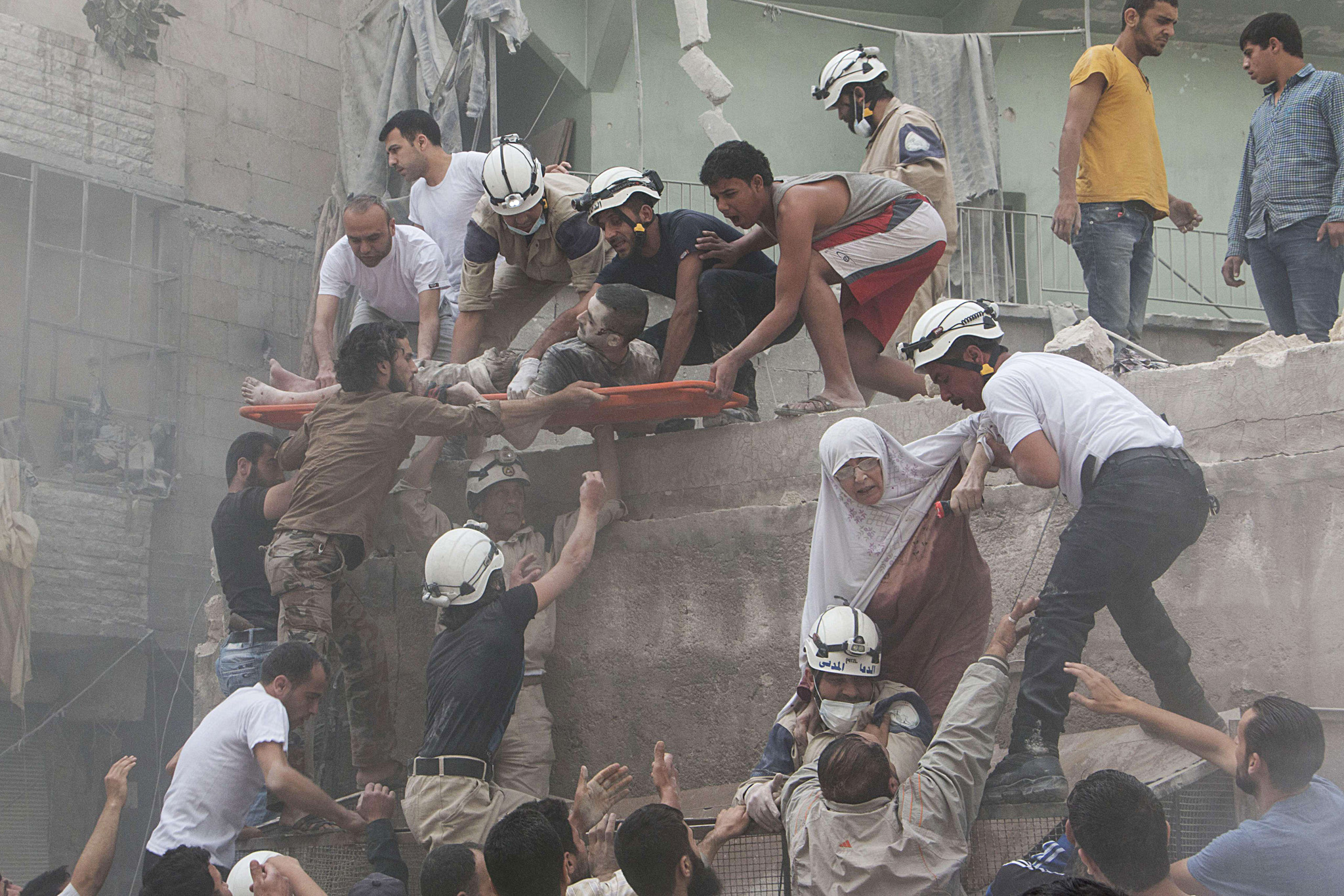 Syrian rescue workers and citizens evacu...Syrian rescue workers and citizens evacuate people from a building following a reported barrel bomb attack by Syrian government forces on the central al-Fardous rebel held neighbourhood of the northern Syrian city of Aleppo, on June 9, 2015.  AFP PHOTO / KARAM AL-MASRI KARAM AL-MASRI/AFP/Getty Images