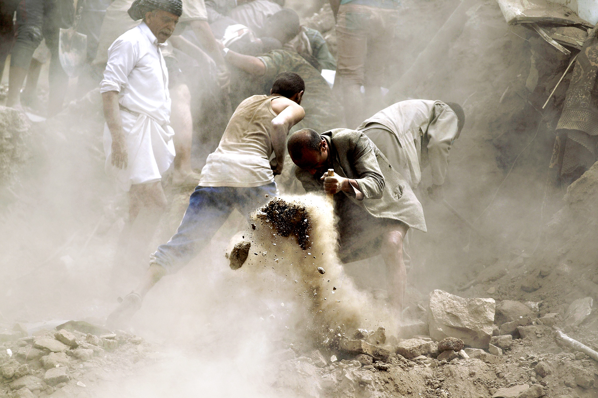 Yemenis search for survivors under the rubble of houses in the UNESCO-listed heritage site in the old city of Yemeni capital Sanaa, on June 12, 2015 following an overnight Saudi-led air strike. Residents said the pre-dawn strike, which killed five people  was the first direct hit on old Sanaa since the launch of the bombing campaign against Huthi rebels in late March.