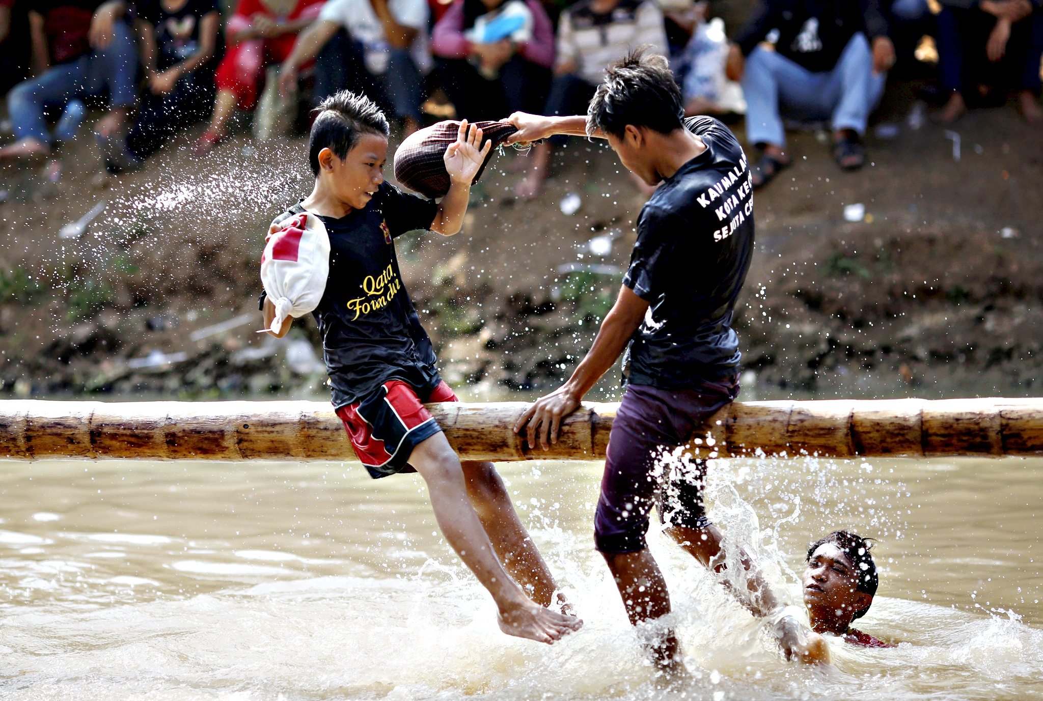 "Boys play a pillow-fighting game called ""gebuk kasur"" during celebrations for Indonesia's 70th Independence Day along Kalimalang river in Jakarta, Indonesia...Boys play a pillow-fighting game called ""gebuk kasur"" during celebrations for Indonesia's 70th Independence Day along Kalimalang river in Jakarta, Indonesia, August 17, 2015"