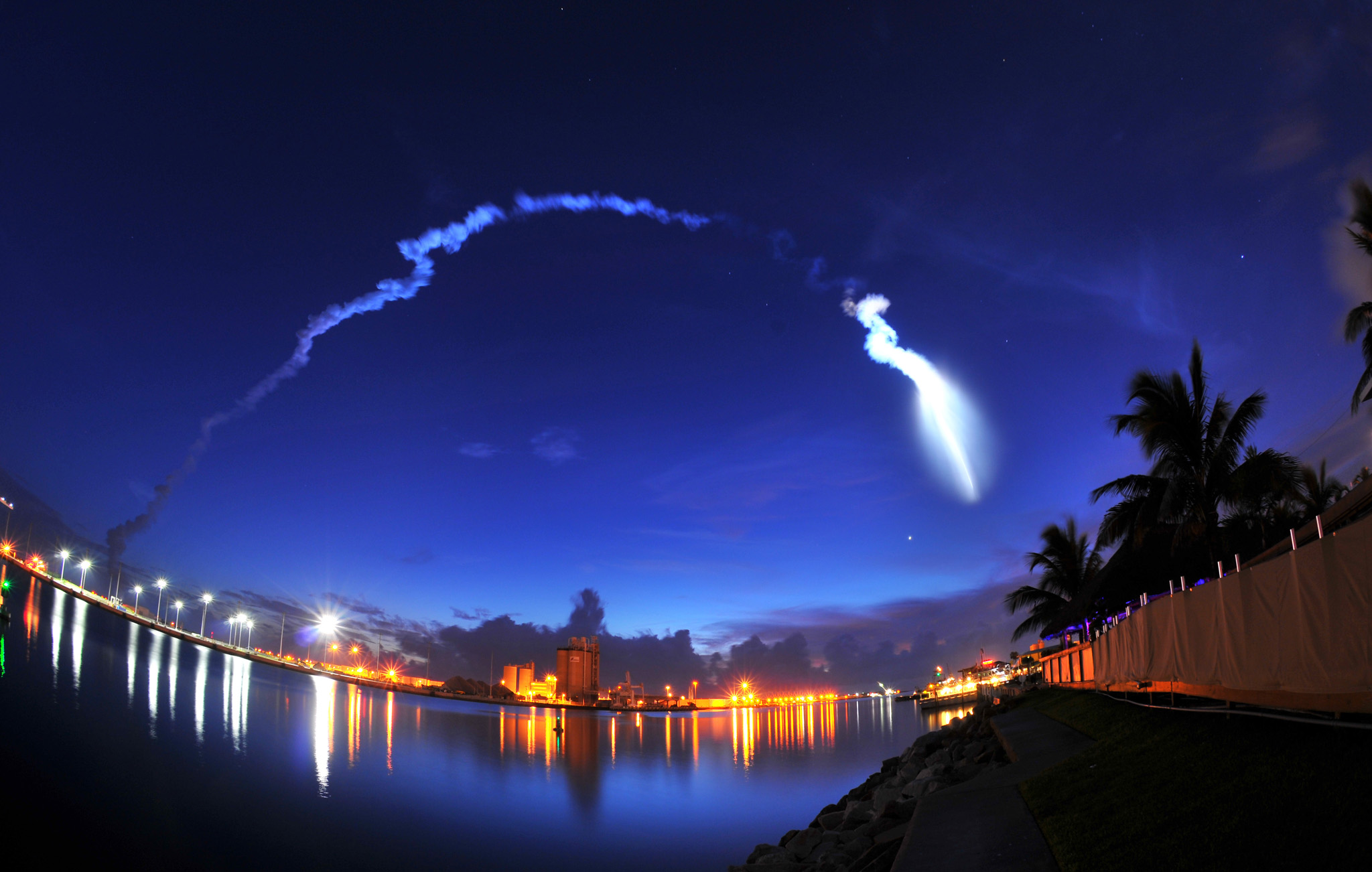 Atlas V Launch...The United Launch Alliance Atlas V rocket takes off from Cape Canaveral Air Force Station Launch Complex 41, viewed from the seawall at Milliken's Reef at Port Canaveral, Fla., early Wednesday, Sept. 2, 2015. The rocket is carrying a U.S. Navy communications satellite. (Malcolm Denemark/Florida Today via AP) NO SALES; MANDATORY CREDIT; MAGS OUT