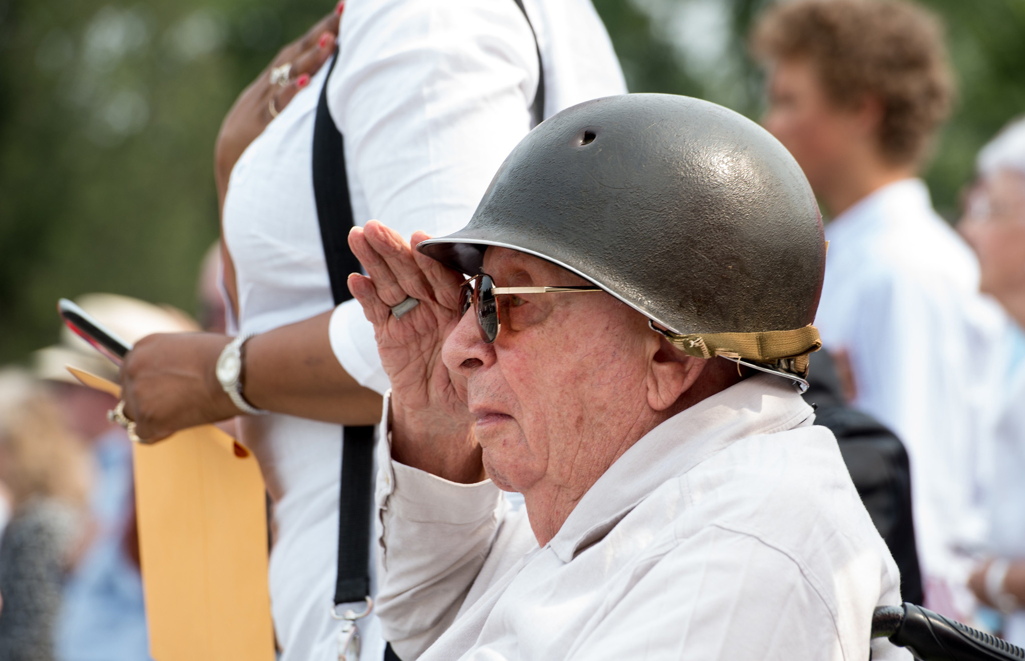 US World War II veteran Howard Troward salutes as the national anthem is played during a ceremony marking the 70th anniversary of the Allied Forces victory over Japan in the Pacific at the World War II Memorial in Washington, DC.