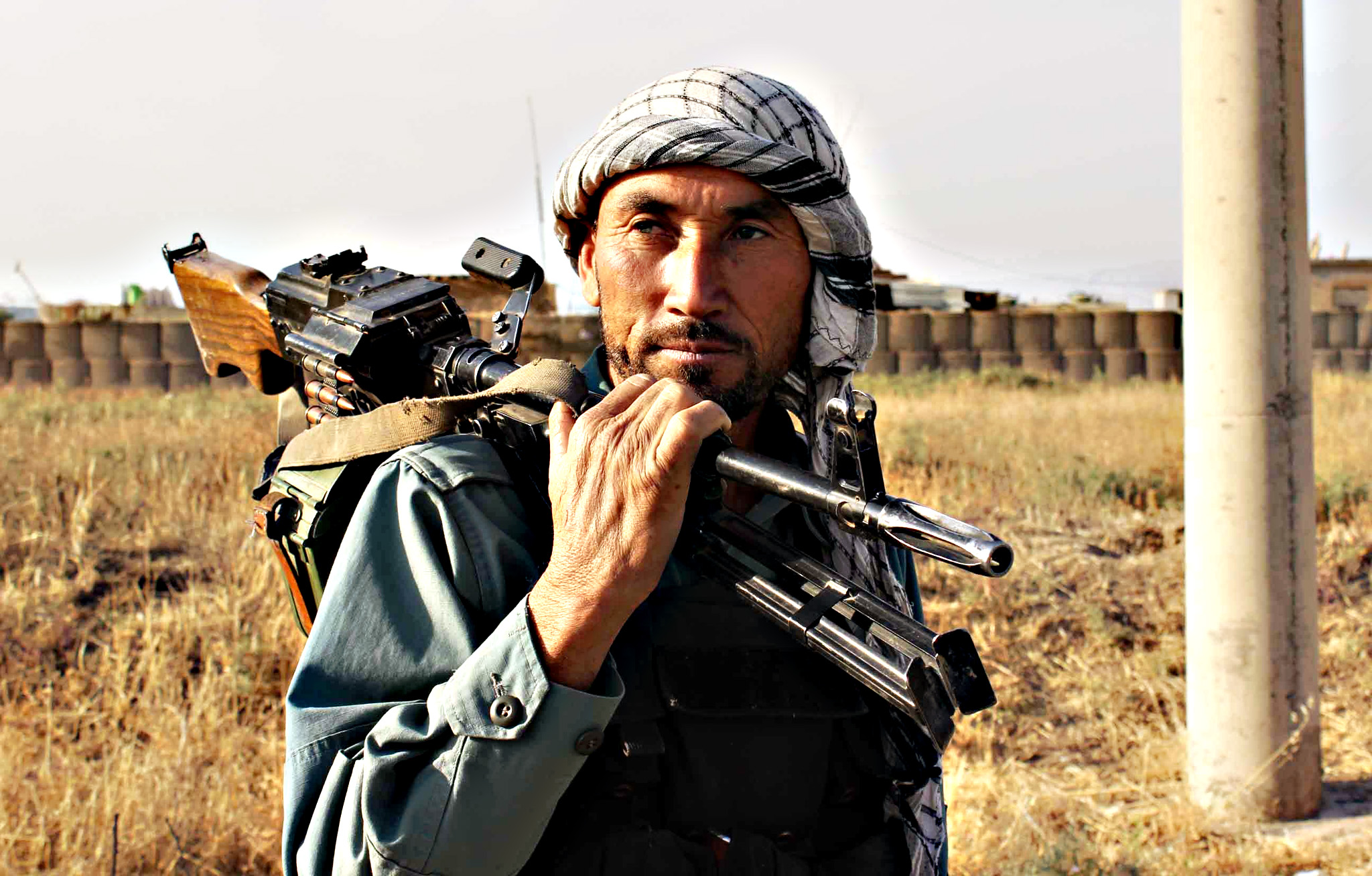 An Afghan policeman holds a gun on his sholder a day after Taliban insurgents overran the strategic northern city of Kunduz, on September 29, 2015.  Afghanistan on September 29, 2015, mobilised reinforcements for a counter-offensive to take back Kunduz, a day after Taliban insurgents overran the strategic northern city in their biggest victory since being ousted from power in 2001