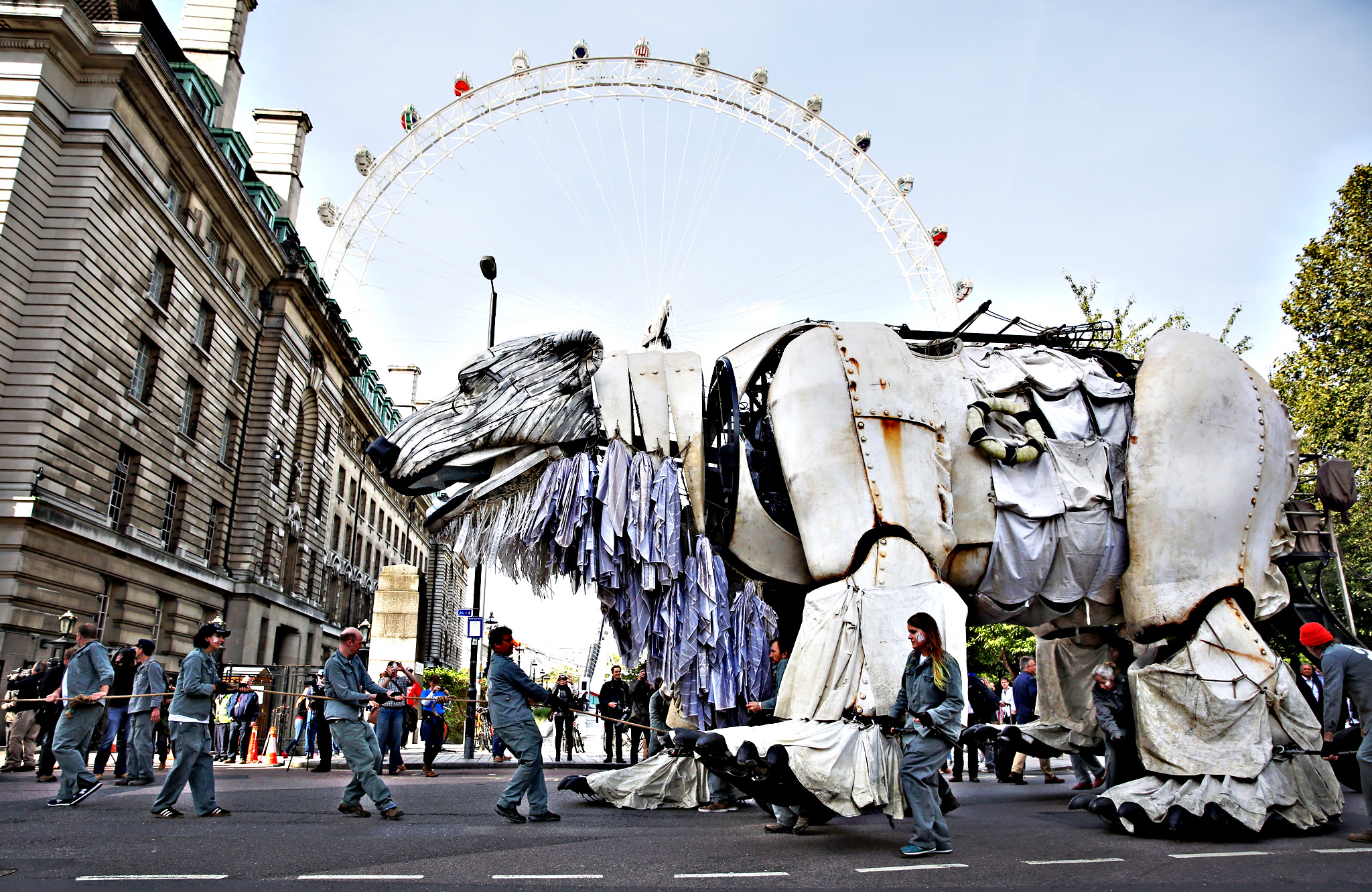 A giant model of a Polar Bear is moved from its position outside the Shell building after Actress Emma Thomson joined Greenpeace climate change activists on September 29, 2015 in London, England. The event was marked as a celebration after the Anglo-Dutch oil company announced yesterday that it was pulling out of Arctic oil drilling.
