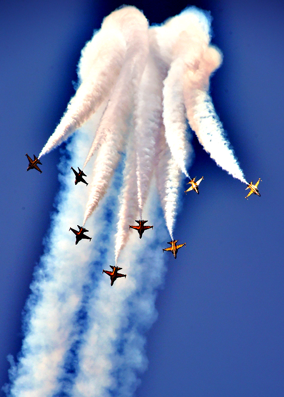 The South Korean Air Force Black Eagles aerobatic team perform during a media preview day of the Seoul International Aerospace and Defense Exhibition at a military air base in Seongnam, south of Seoul, on October 19, 2015. The exhibition will run from October 20 to 25 with 386 companies from 32 countries involved.