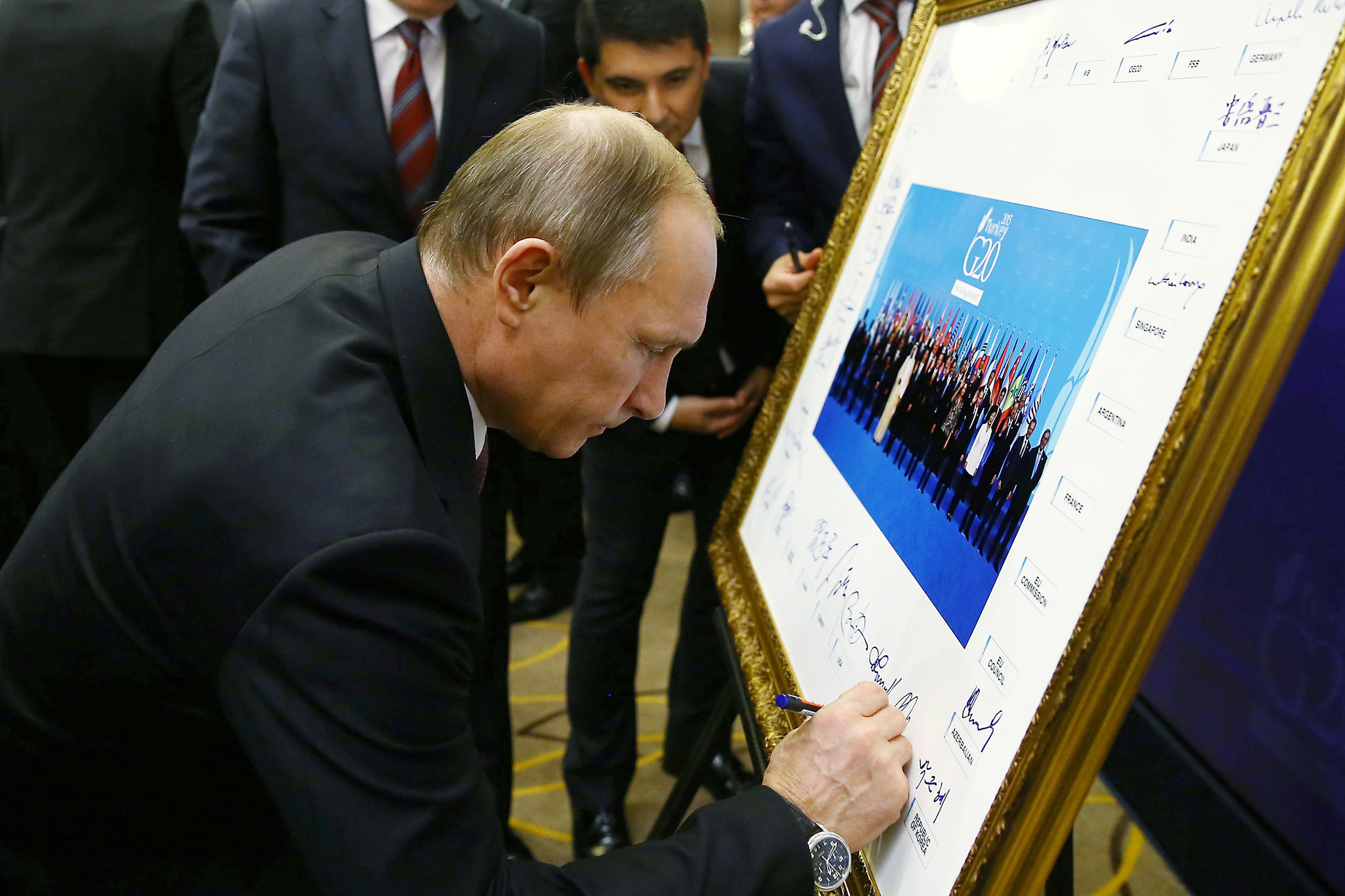 G20 Summit in Antalya...epa05027817 A picture made avaliable on 16 November 2015 shows Russian President Vladimir Putin signs G20 family photo at the G20 Summit  in Antalya, Turkey 15 November 2015. In addition to discussions on the global economy, the G20 grouping of leading nations is set to focus on Syria during its summit this weekend, including the refugee crisis and the threat of terrorism.  EPA/KAYHAN OZER/ ANADOLU AGENCY POOL
