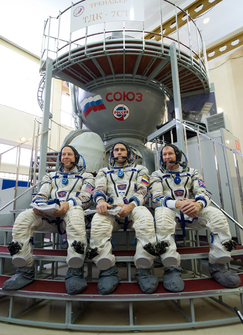From L: US astronaut Tim Kopra, Russian cosmonaut Yuri Malenchenko and British astronaut Tim Peake pose in front of Russian Souyz space vehicle simulator during a preflight training session at the Gagarin Cosmonauts' Training Centre in Star City, outside Moscow