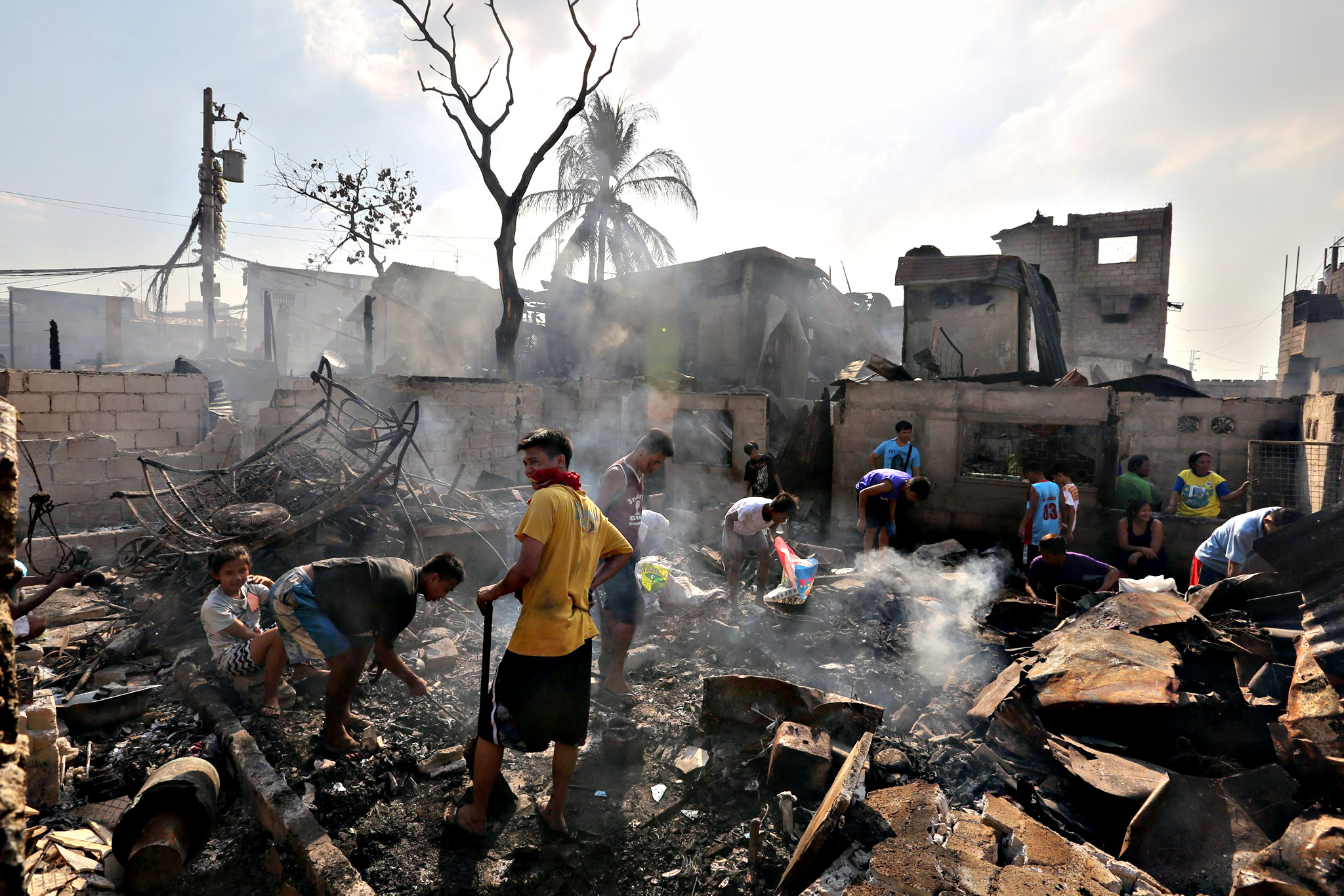 Filipinos search for salvageable materials following a fire in Mandaluyong City, east of Manila, Philippines, 26 November 2015. At least 1,000 families were displaced after a fire razed through homes in a residential area in Mandaluyong City, reports said
