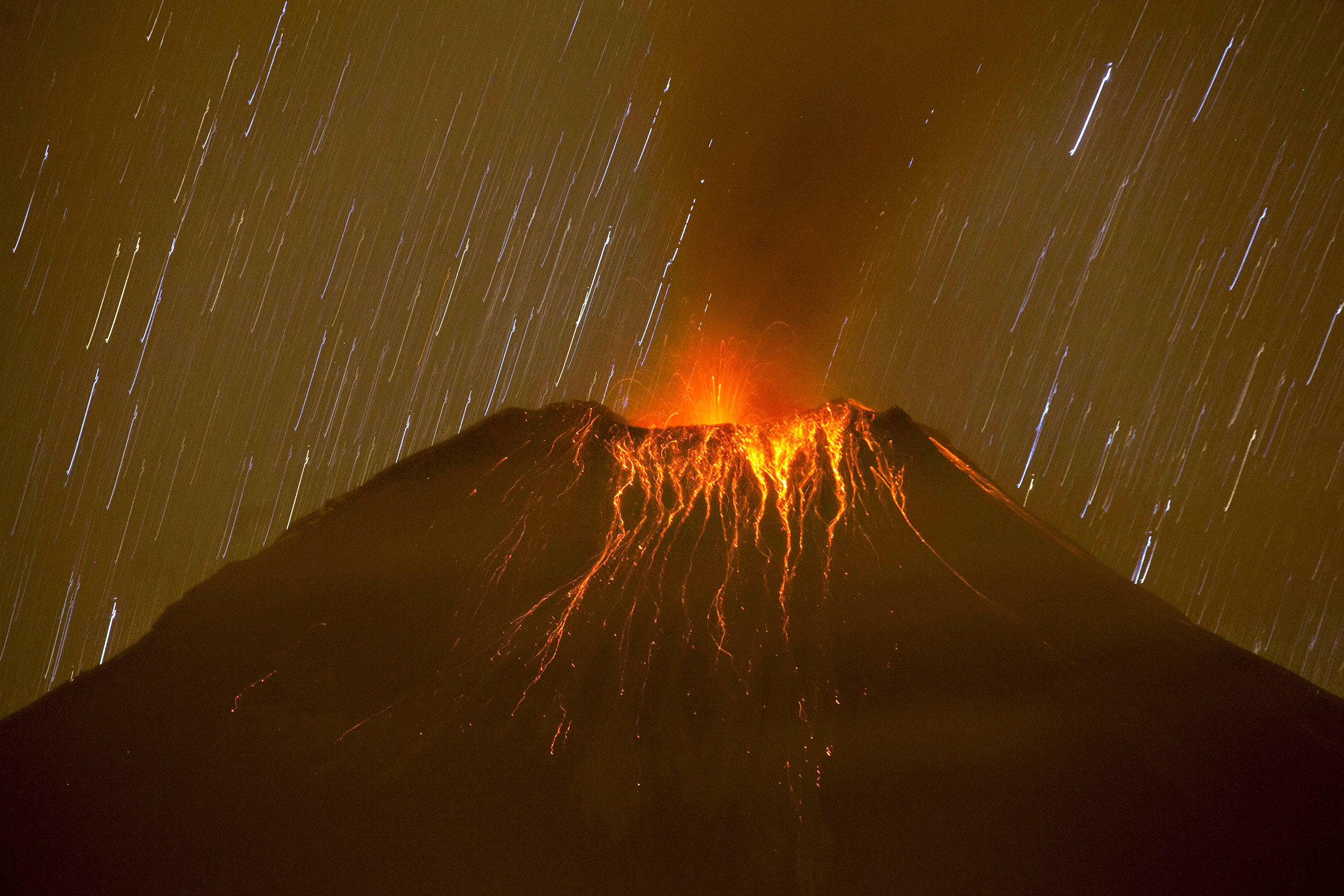 Volcanic activity at the Tungurahua volcano in Cotalo, Ecuador, 19 November 2015. An increase in volcanic activtiy has been reported at the Tungurahua volcano, according to the latest finidngs from the Ecuadorian Geophysical Institute of the National Polytechnic School (IG-EPN).